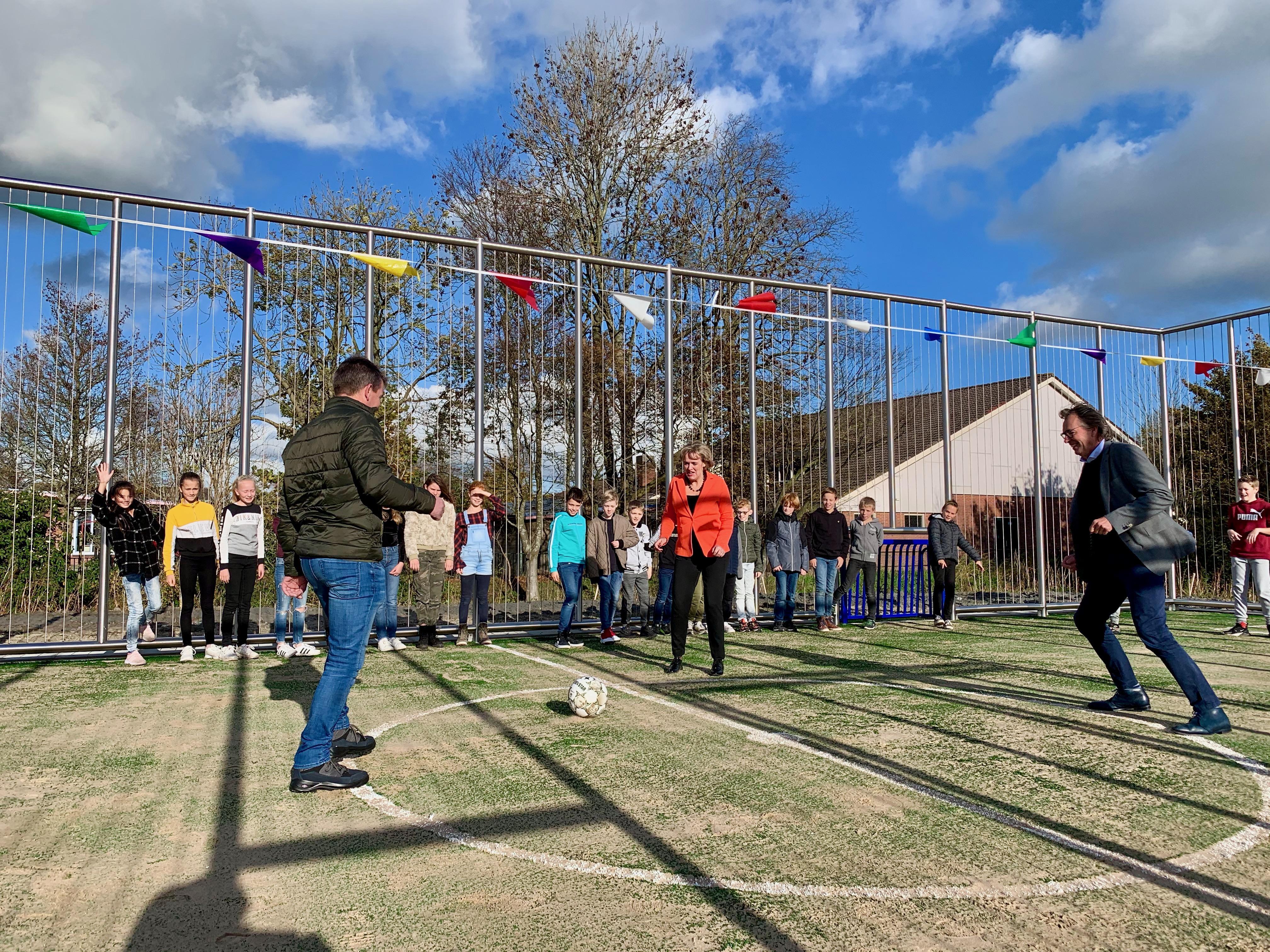 Voetballen maar! Roestvrij stalen sportkooi voor Wijdenesser jeugd