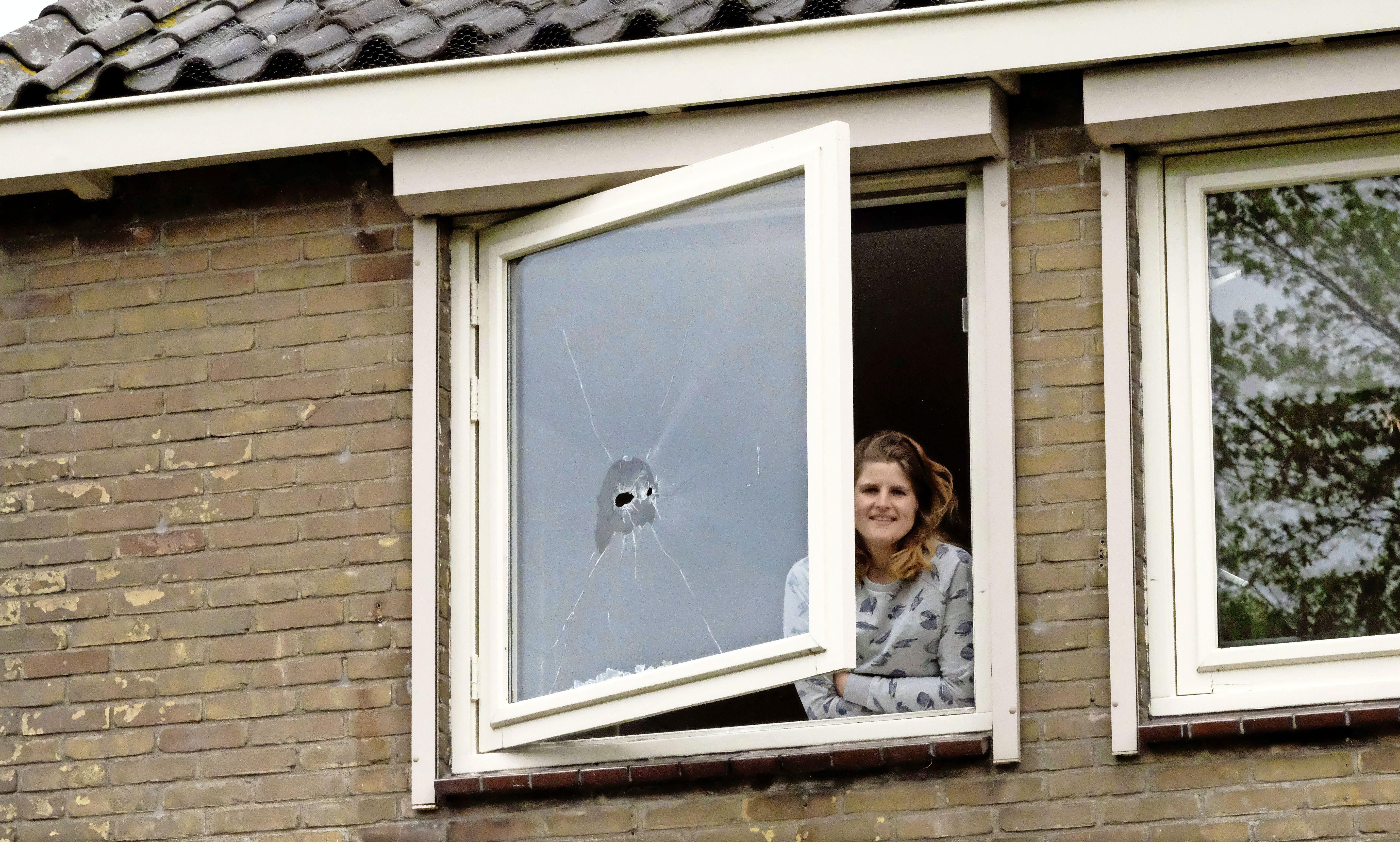Kogels vlogen bewoners van Broek in Waterland om de oren: 'Arie heeft er eentje in de deur zitten'