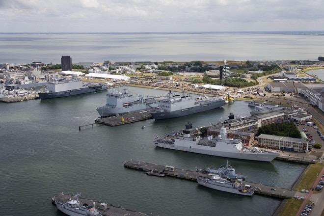 Marine zet gebouwen op palen tegen zeespiegelstijging