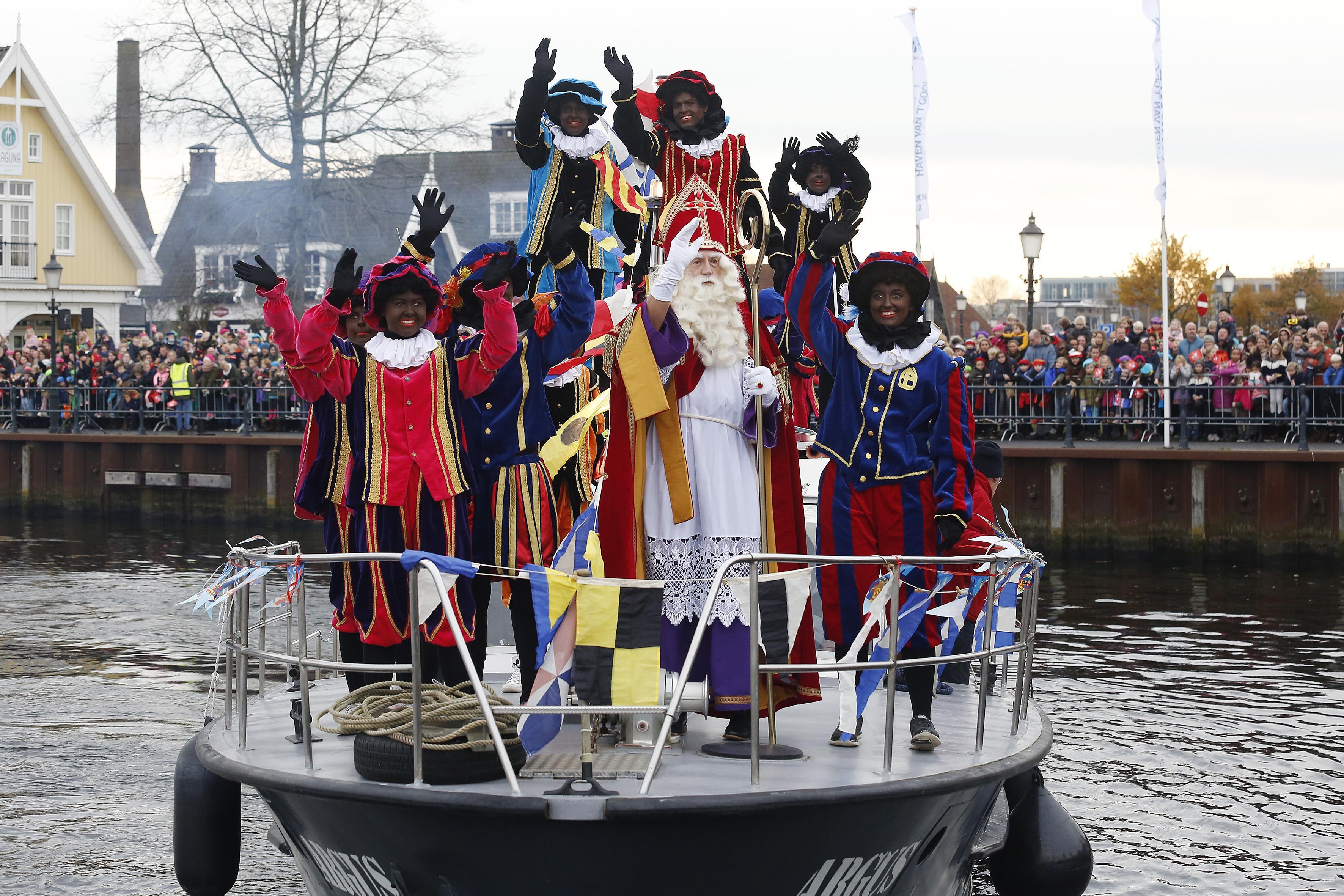 Na 'flinke discussie' komt Sint naar Huizen met 'botterbruine' én 'gestreepte' Pieten; 'Veranderingen hebben tijd nodig, niet overhaasten'