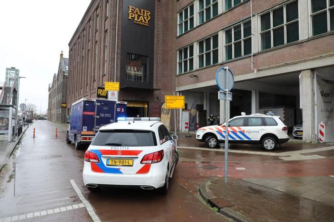 Doodsangsten in casino tijdens gewapende overval, vaste klant met 16.000 euro in huis hoort jarenlang cel eisen voor traumatische roof