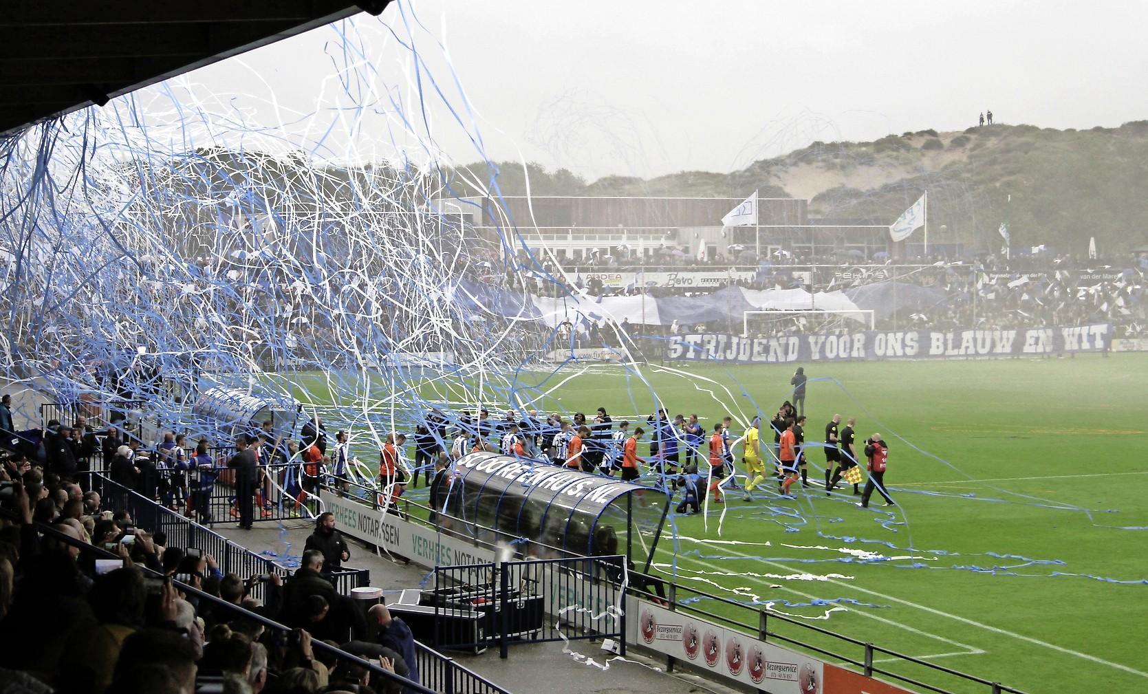 Nieuwe opzet voetbalcompetities in het gedrang, roep van clubs om 'vierde optie' lijkt gehoor te krijgen