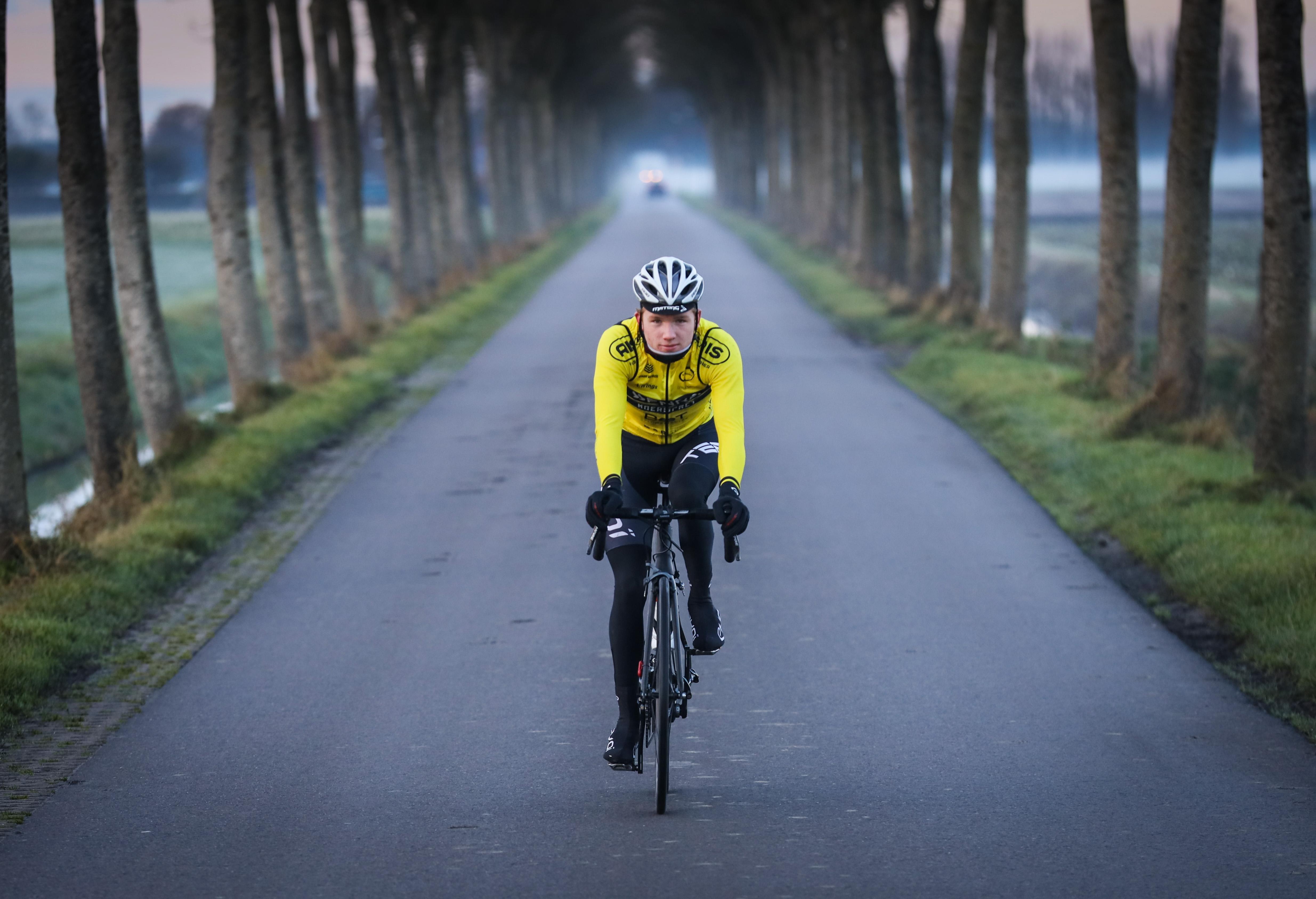 Wielrenner Alex Konijn moet op én naast de fiets aan de bak na jawoord aan AVC Aix-en-Provence: 'Ik spreek houtje-touwtje Frans dus online heb ik al een cursus gekocht'