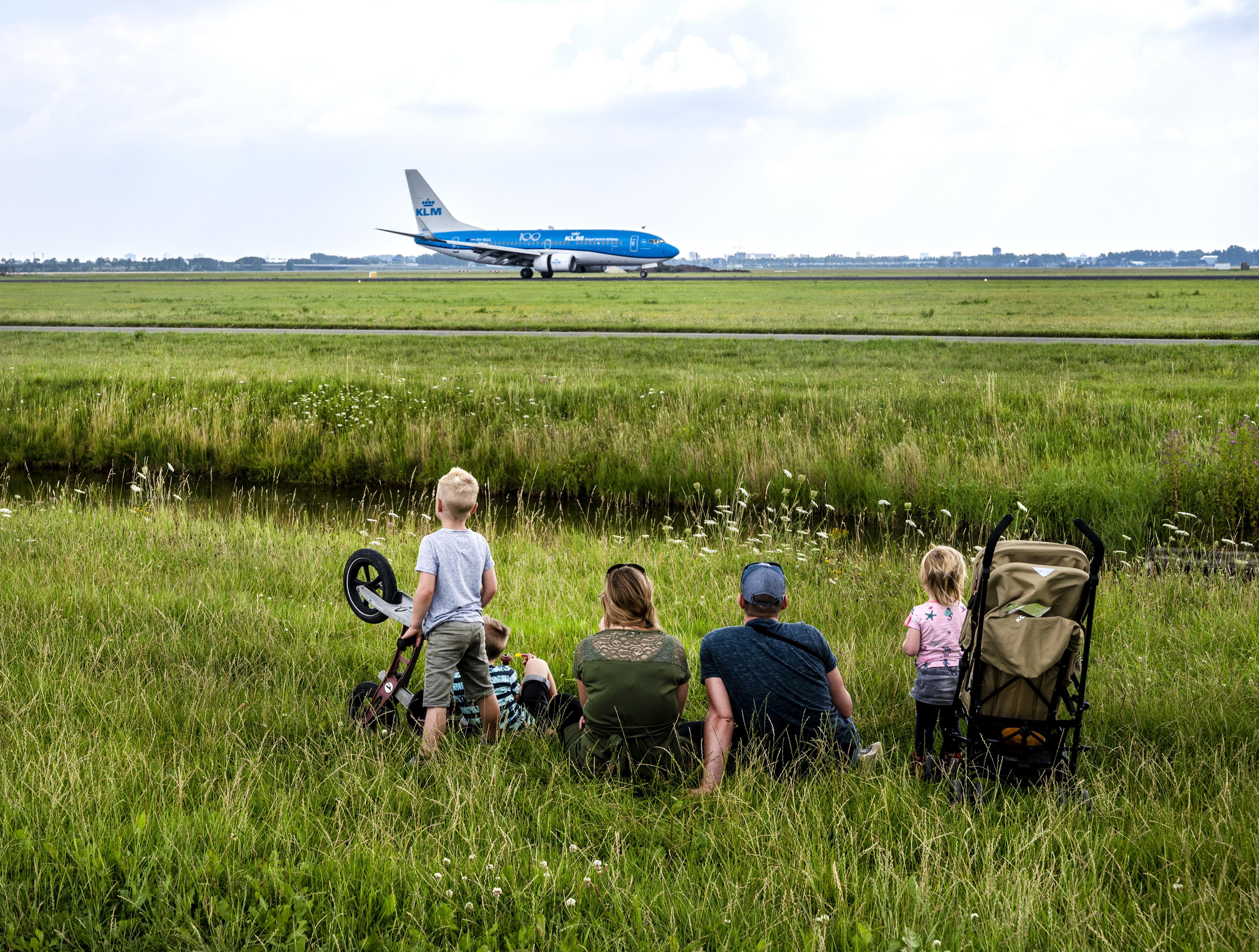 Spottersplek Polderbaan: vliegtuigen fotograferen, lekker lummelen in het gras en de frieten van Boot