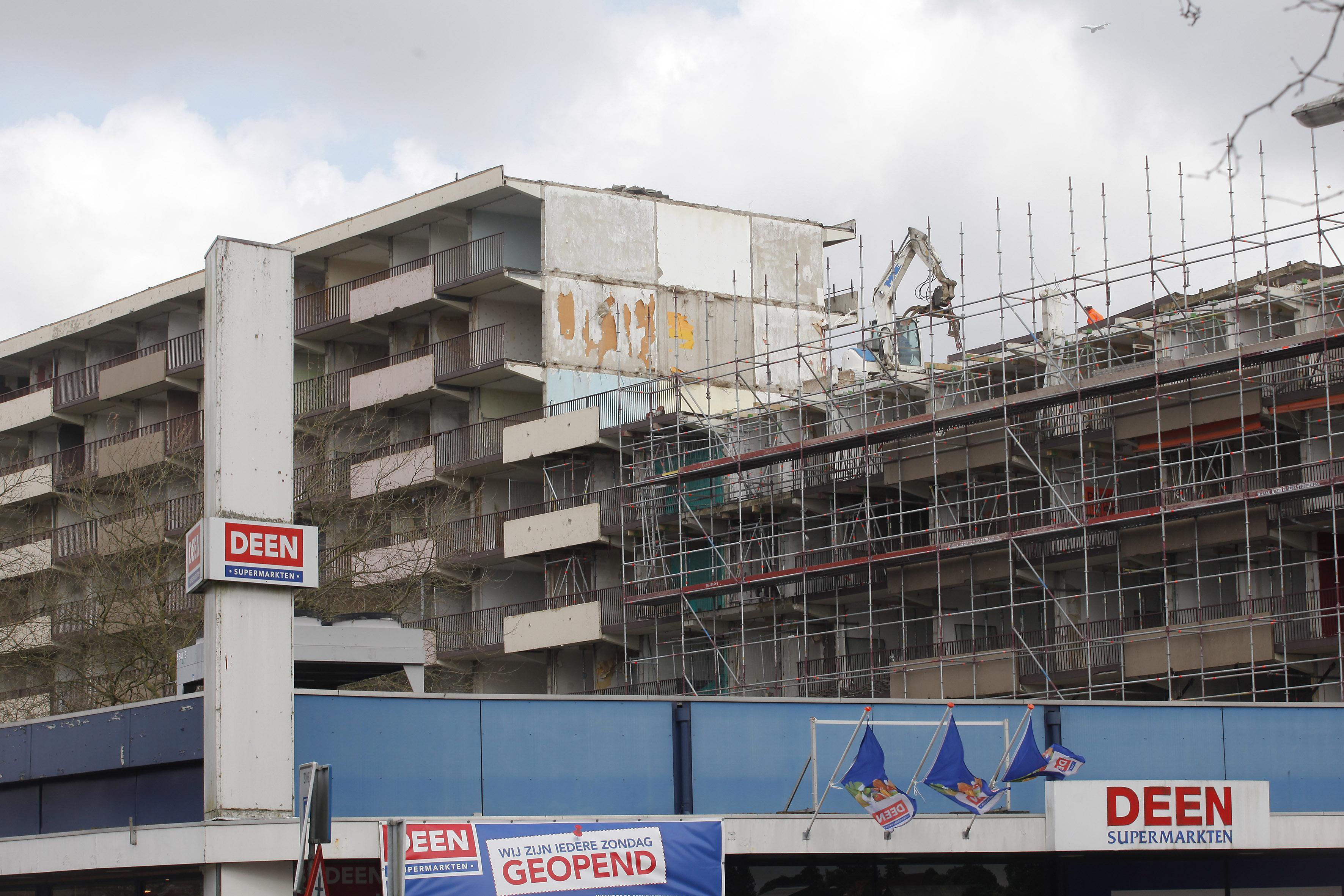 Omwonenden van gesloopte woonkolos in Weesp ten einde raad: hoogbouwplan verdwijnt niet van tafel, woningcorporatie Ymere wil niet meer praten