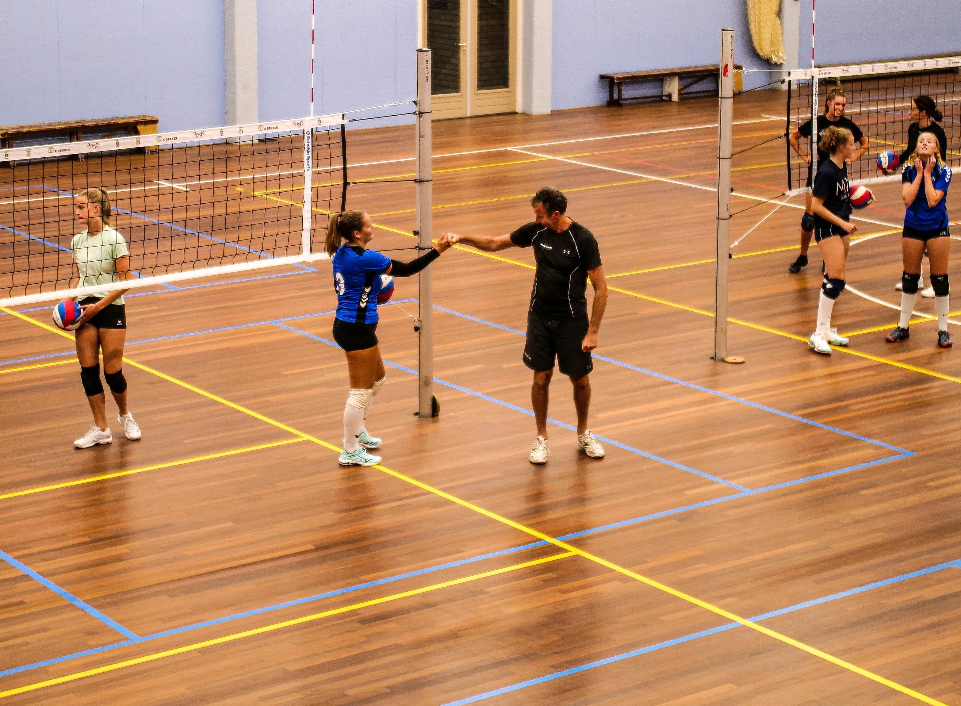 Eindelijk kunnen de volleybalsters van Dinto de krachten meten op landelijk niveau: 'Veel ploegen gaan stuk op onze sterke defensie'