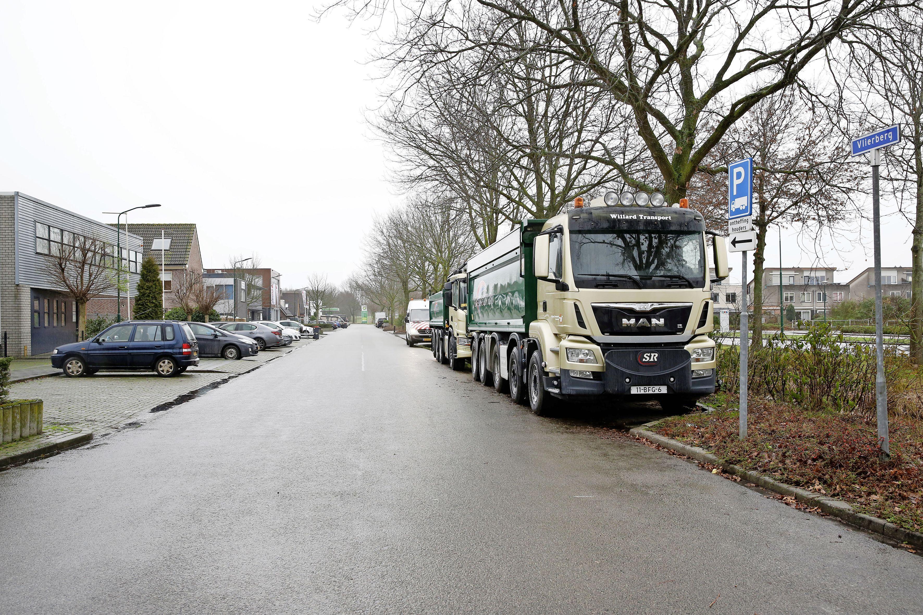 Vrachtwagens van het bedrijventerrein in Eemnes krijgen waarschijnlijk na jaren een nieuwe locatie; het levert 22 parkeerplekken voor personenauto's op