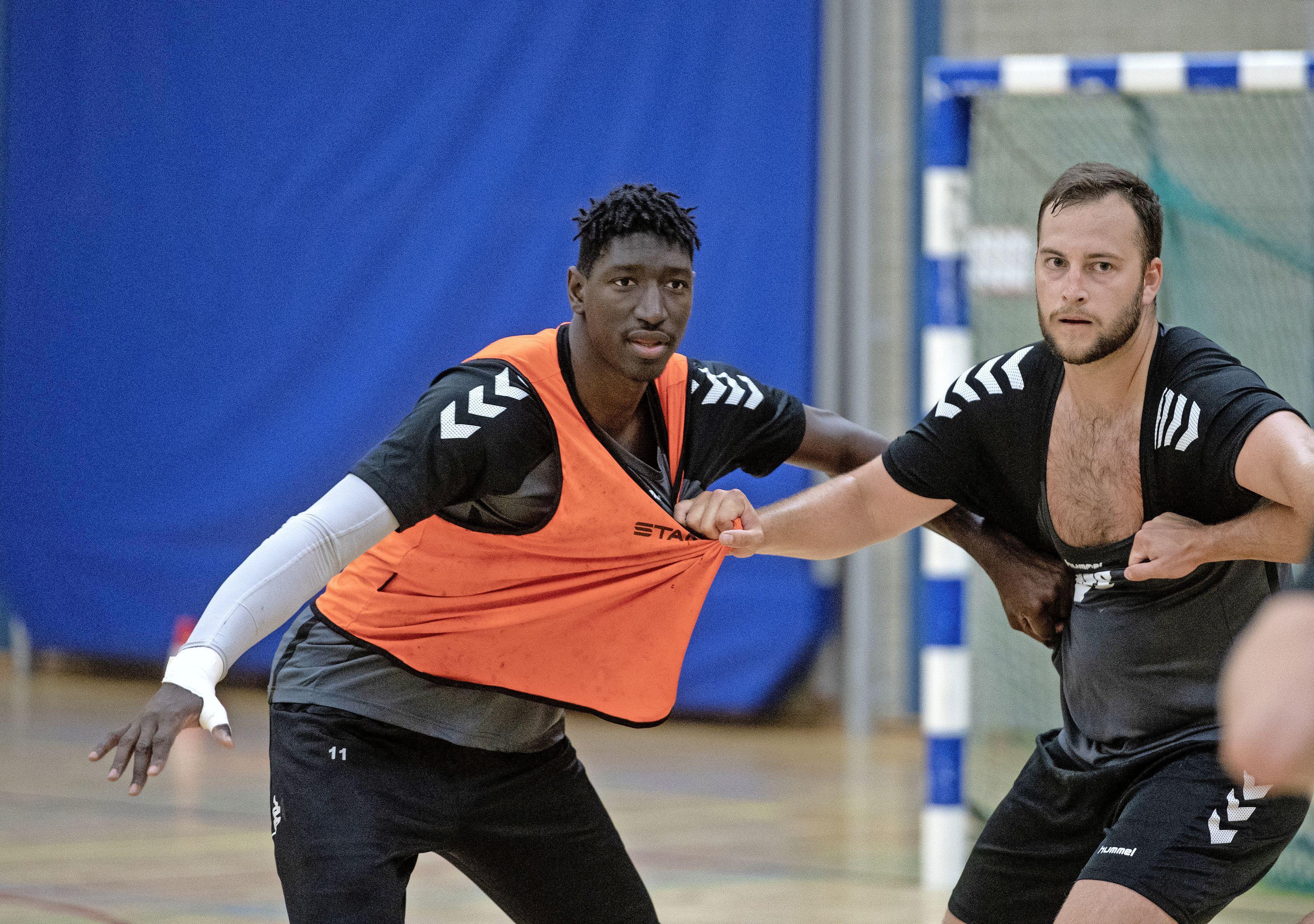 'Als je niet nummer 1 bent, ben je niets. Dat is topsport.' Aboubakar Fofana neemt de Amerikaanse mentaliteit mee naar handballers Volendam