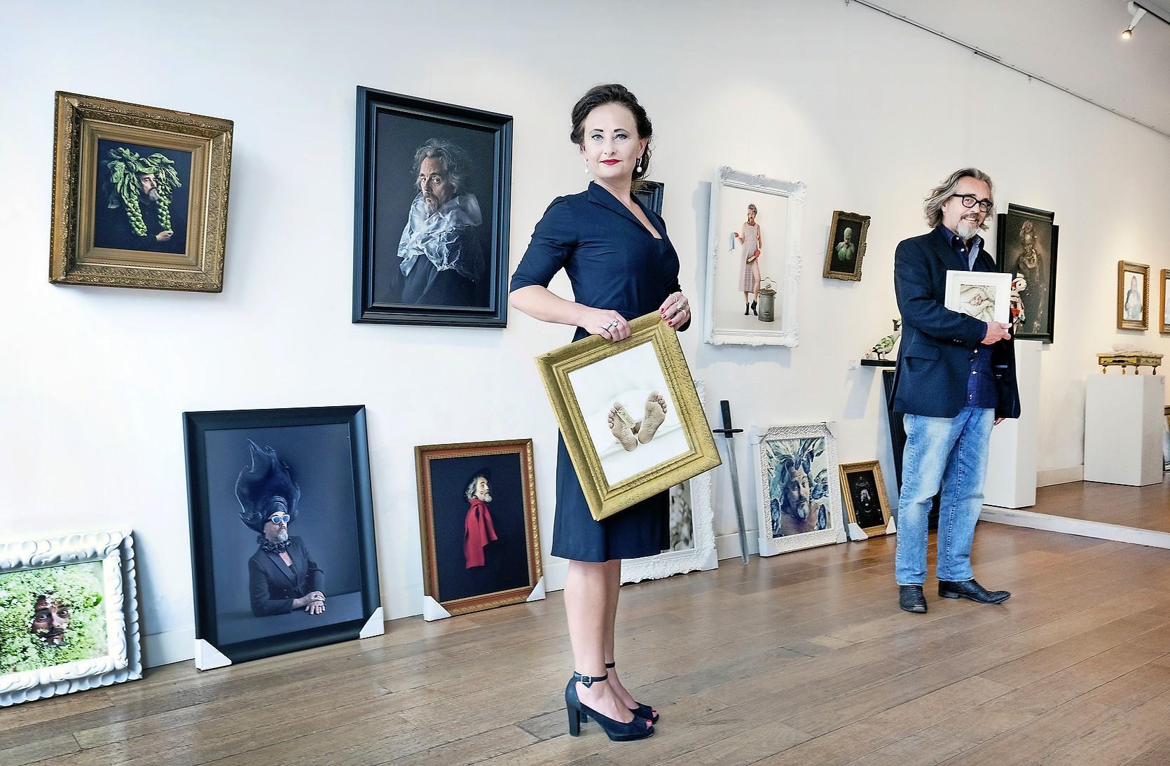 Vanuit angst om te verliezen legt Ursula van de Bunte partner Paul Rooyackers honderd maal vast