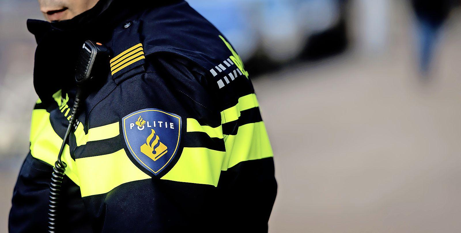 Politie beëindigt illegaal feest in natuurgebied bij Akersloot; feestvierders vluchten weg en laten fietsen achter