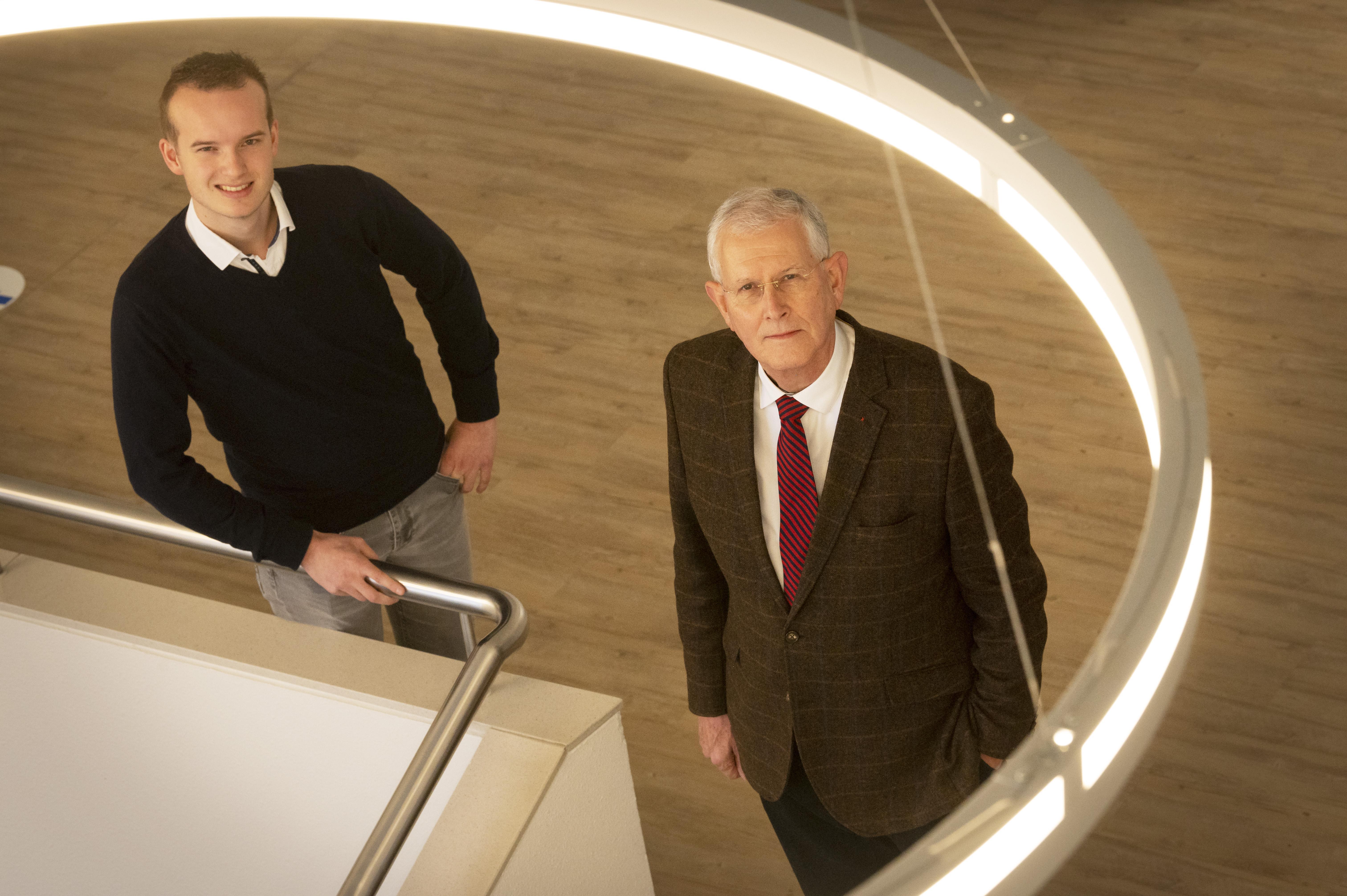 Teylingse raadsleden Peter Scholten (69) en Hidde Verhoeve (21) slaan handen ineen: 'Brede discussie over energie is hard nodig'