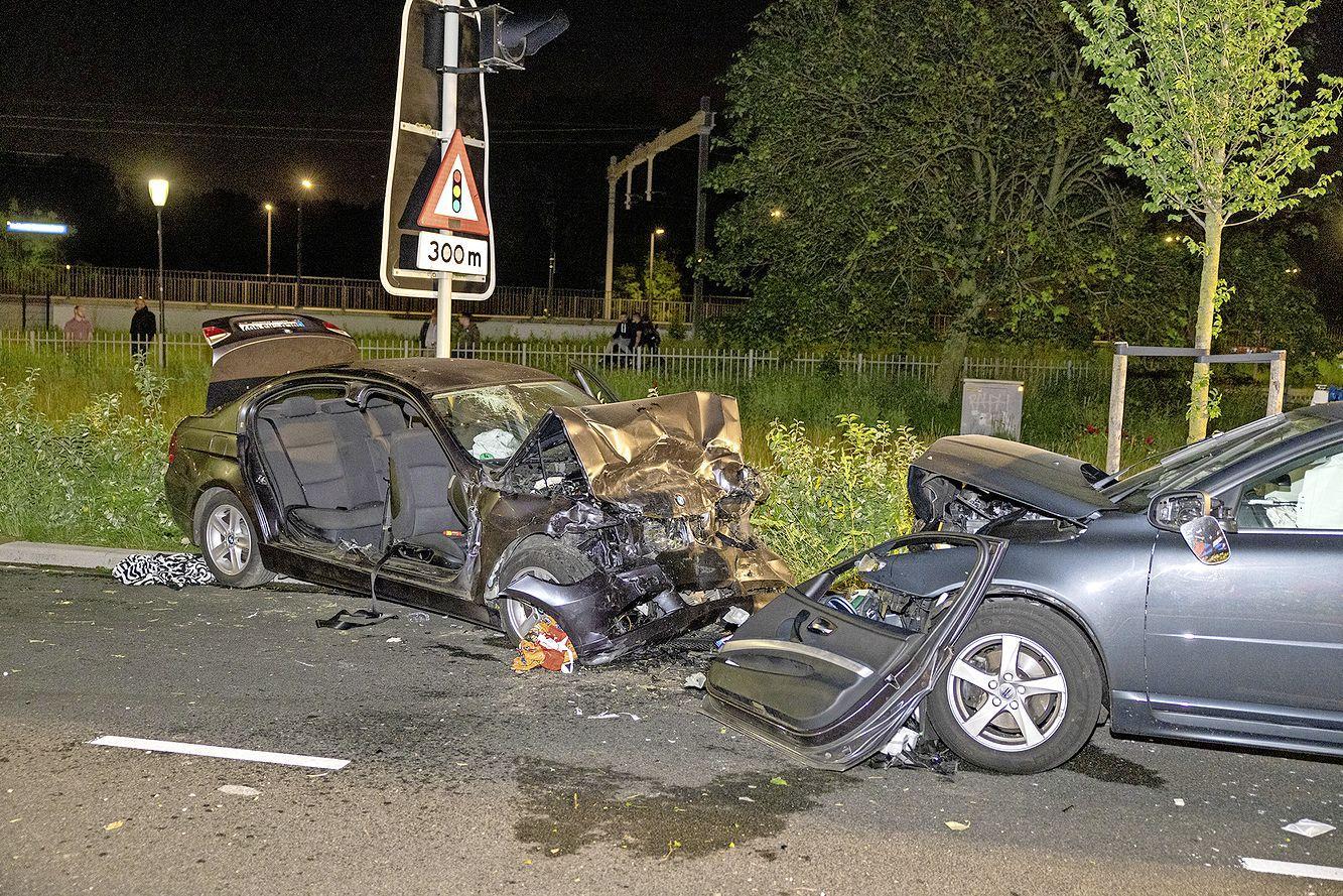 Vier gewonden bij frontale botsing in Halfweg; 26-jarige man uit Duitsland aangehouden