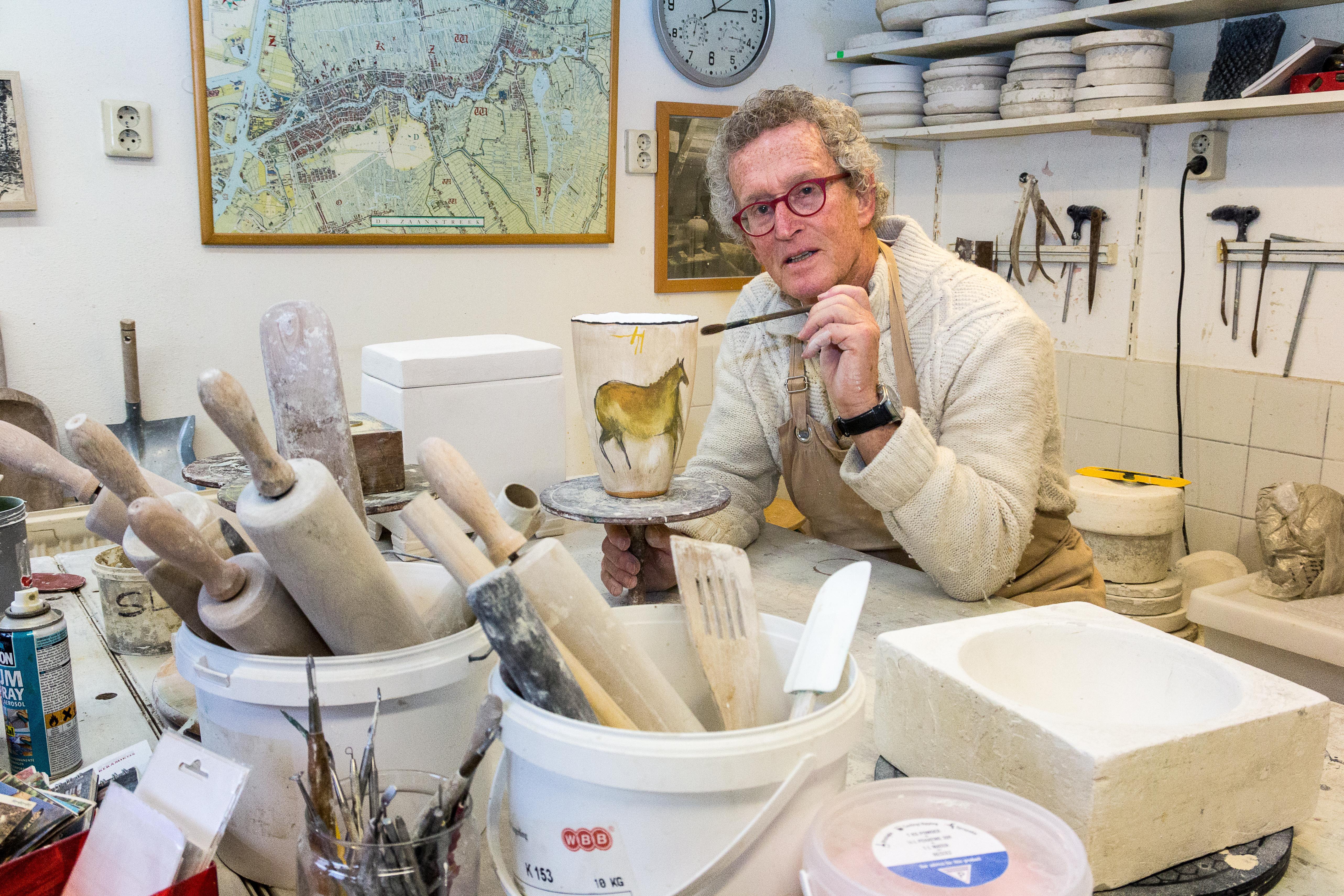 Expositie in Weefhuis Zaandijk: keramist Klaas de Boer leeft met klei