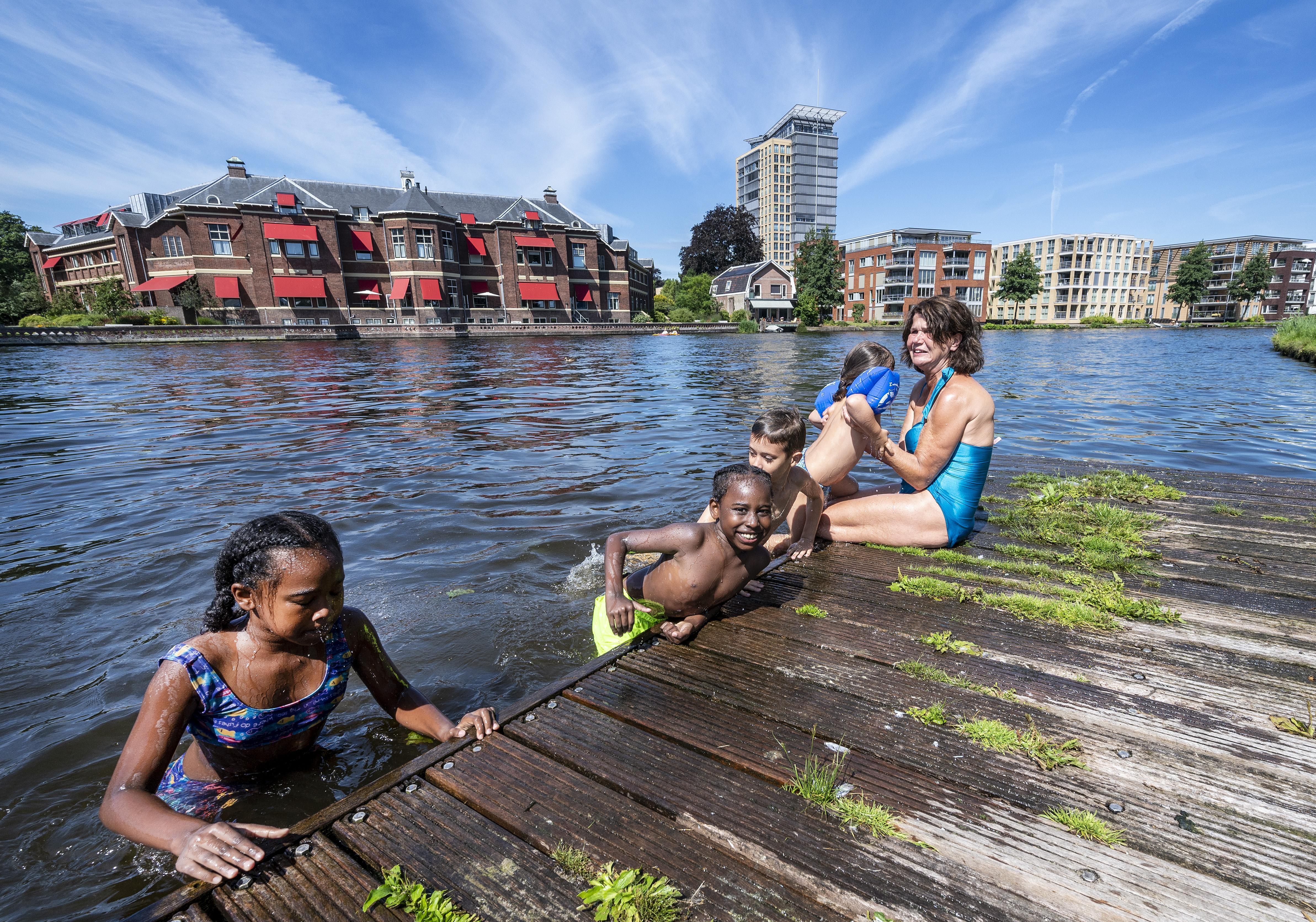 Ergernis over 'labbekakkerige' houding gemeente: 'Zorg dat kinderen kunnen zwemmen in het Spaarne en laat die fijne drenkelingenladder hangen!'