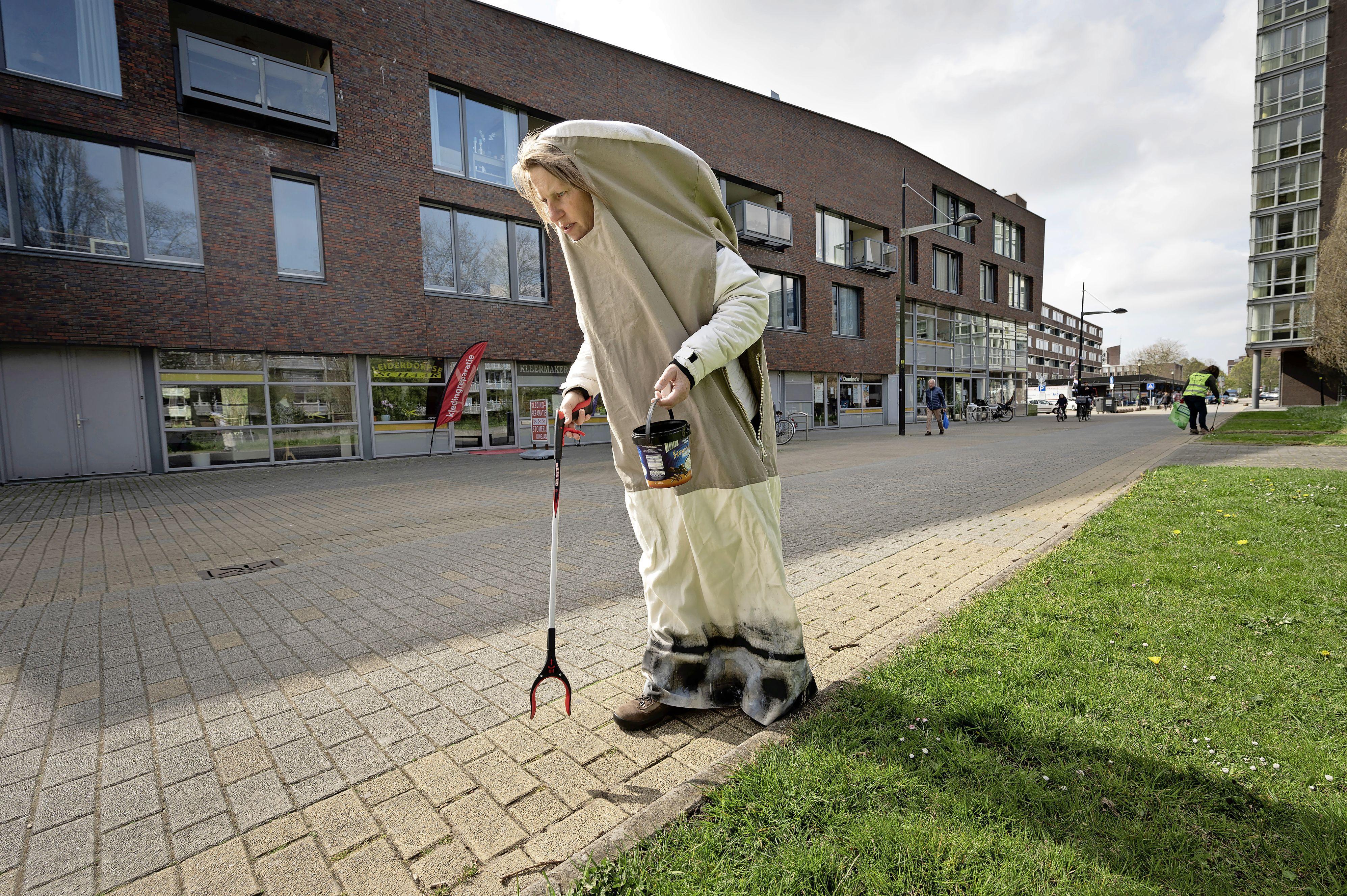Schrik bij de Leiderdorpse Straatjutters: twee uur rapen rond winkelcentrum Santhorst levert 13.221 peuken op