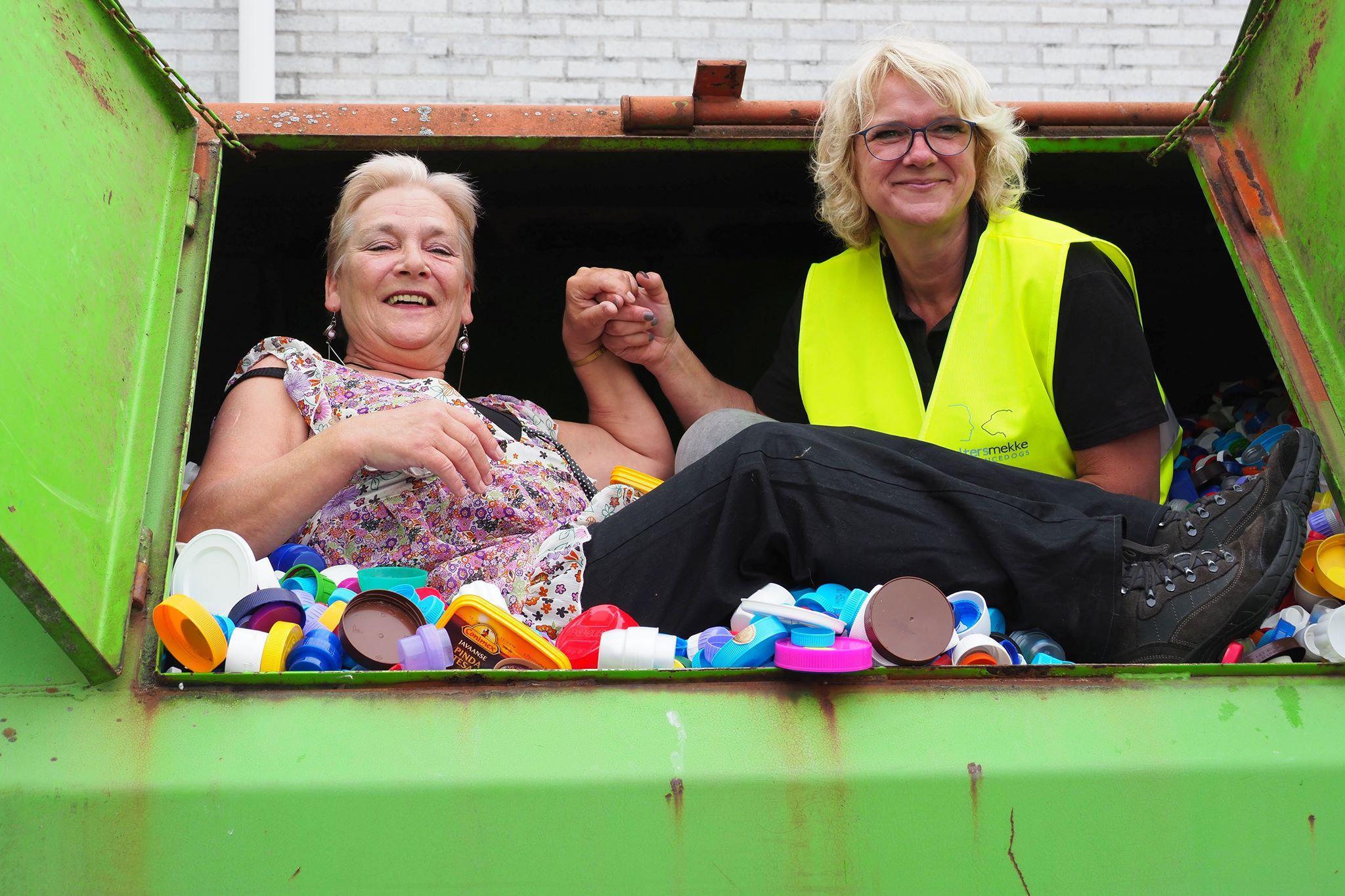 Yvonne Brink staat bekend als het 'doppenvrouwtje' van Langedijk. 'Als ik een dopje zie liggen dan denk ik, ha daar ligt geld'