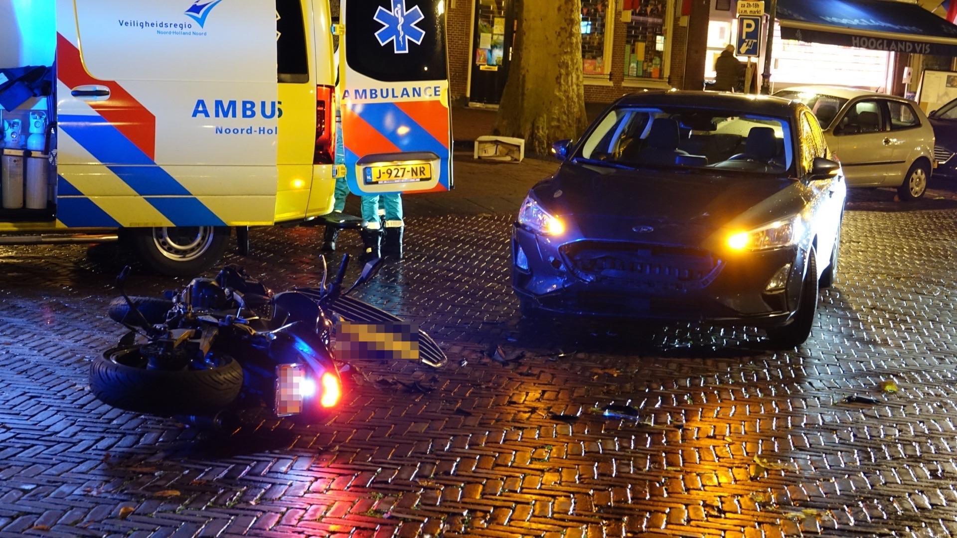 Motorrijdster zwaargewond bij frontale botsing in Hoorn