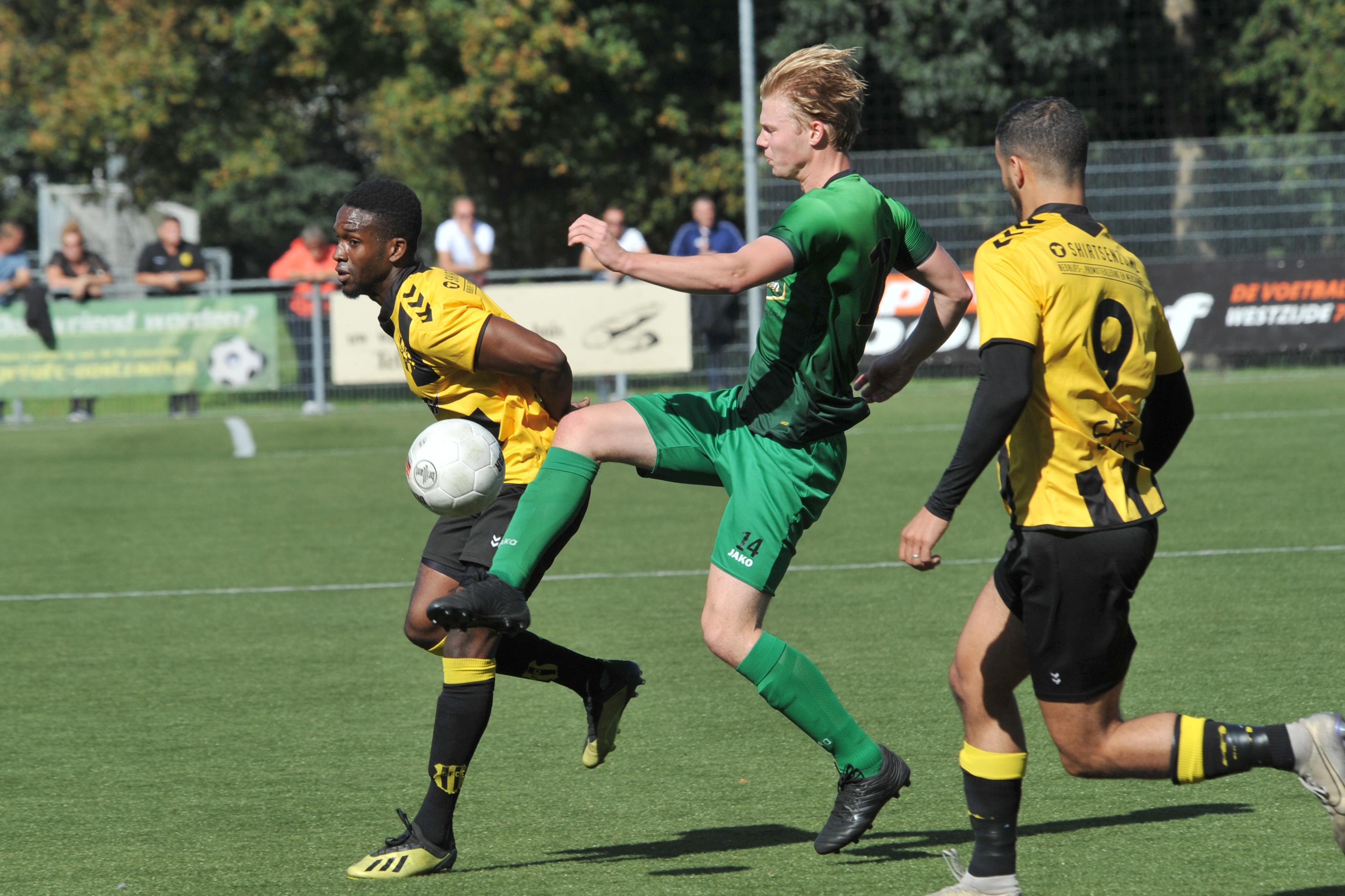 Aanvaller Mark Zwagerman grijpt zijn kans bij Hollandia, maar laat tegen OFC wel de winnende liggen: 'Ik kan mezelf wel voor mijn kop slaan'