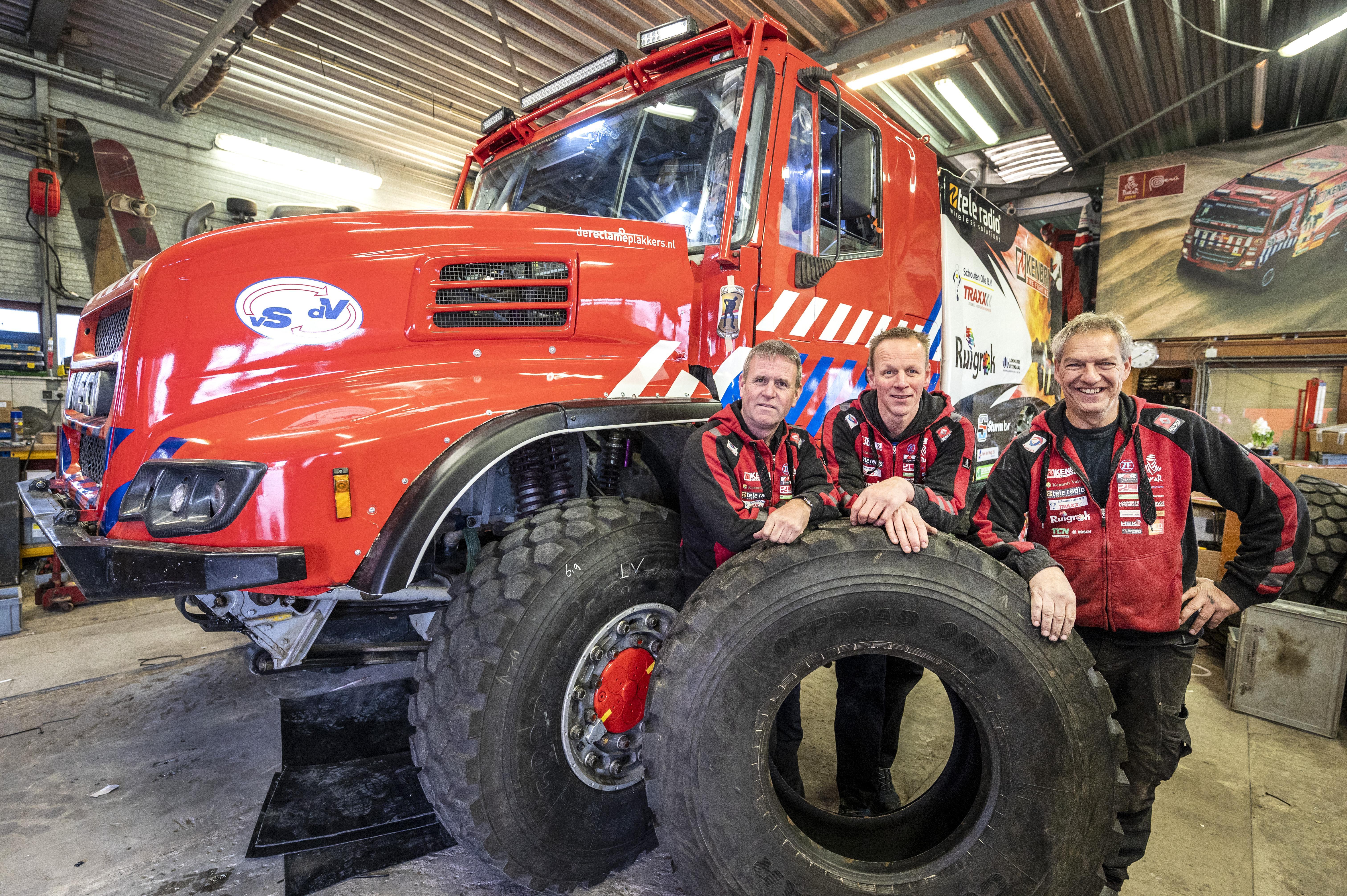 'Ik kan het nog steeds niet bevatten'. Mark Laan uit Venhuizen doet nu écht mee aan de slopende Dakar Rally door de woestijn, een 'dure hobby'