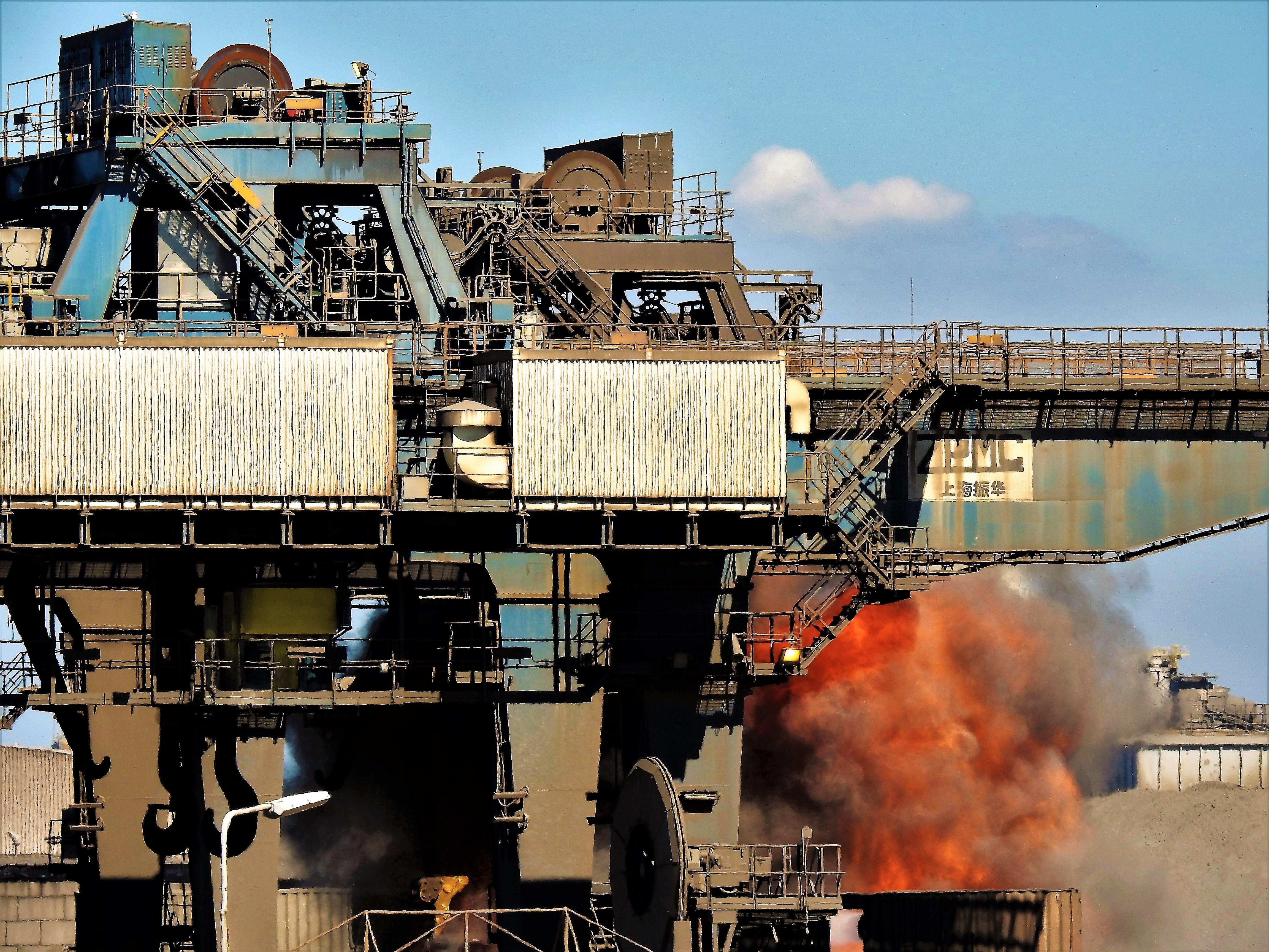 Strafvervolging voor Tata Steel vanwege grafietregens met zware metalen op Wijk aan Zee