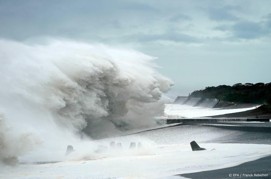 Japanners gewaarschuwd voor krachtige orkaan