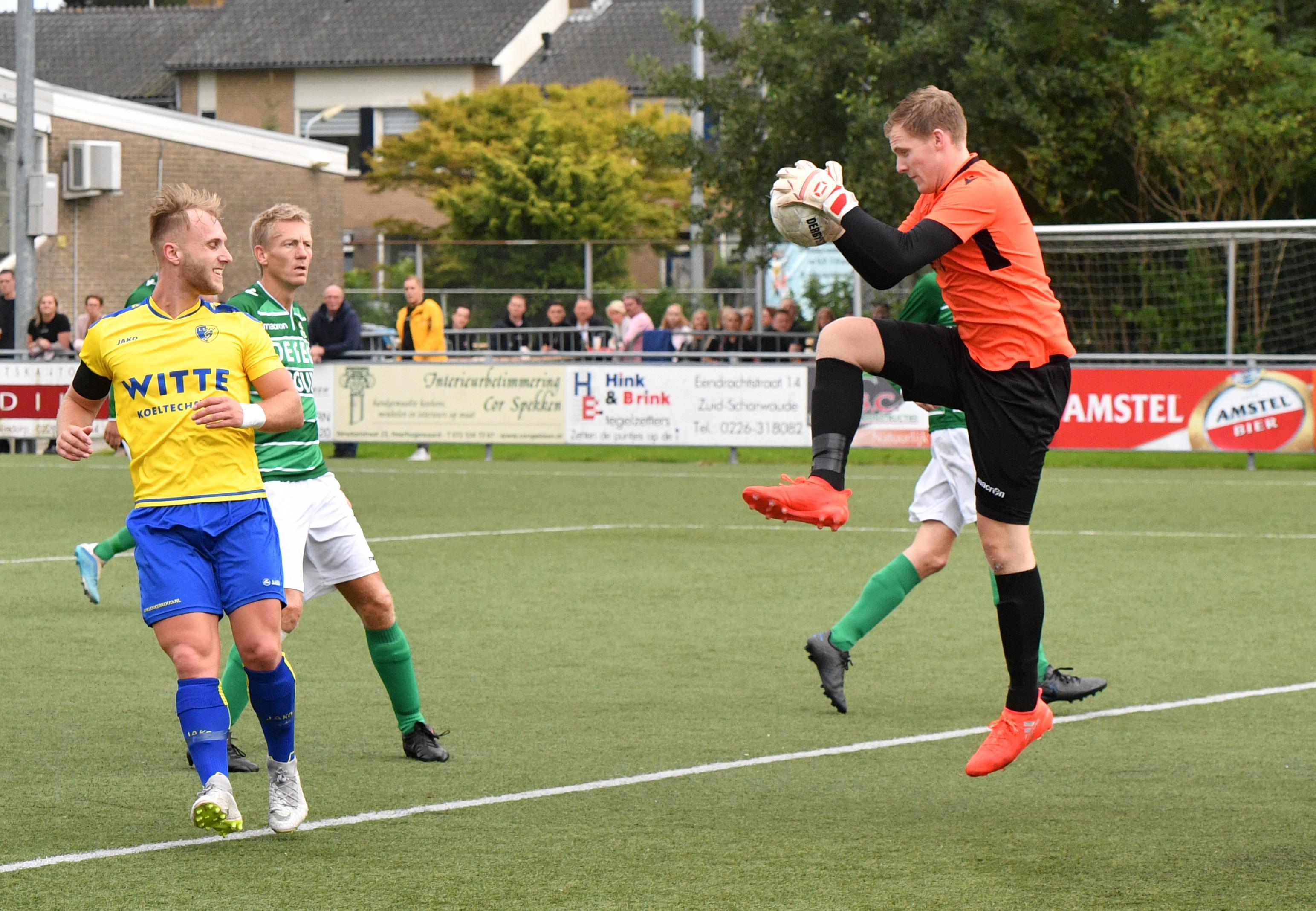 Keeper Melvin Habets heeft met BOL een prettig weerzien met zijn oude club LSVV: Broekers winnen met 3-0 van buurman uit Zuid-Scharwoude