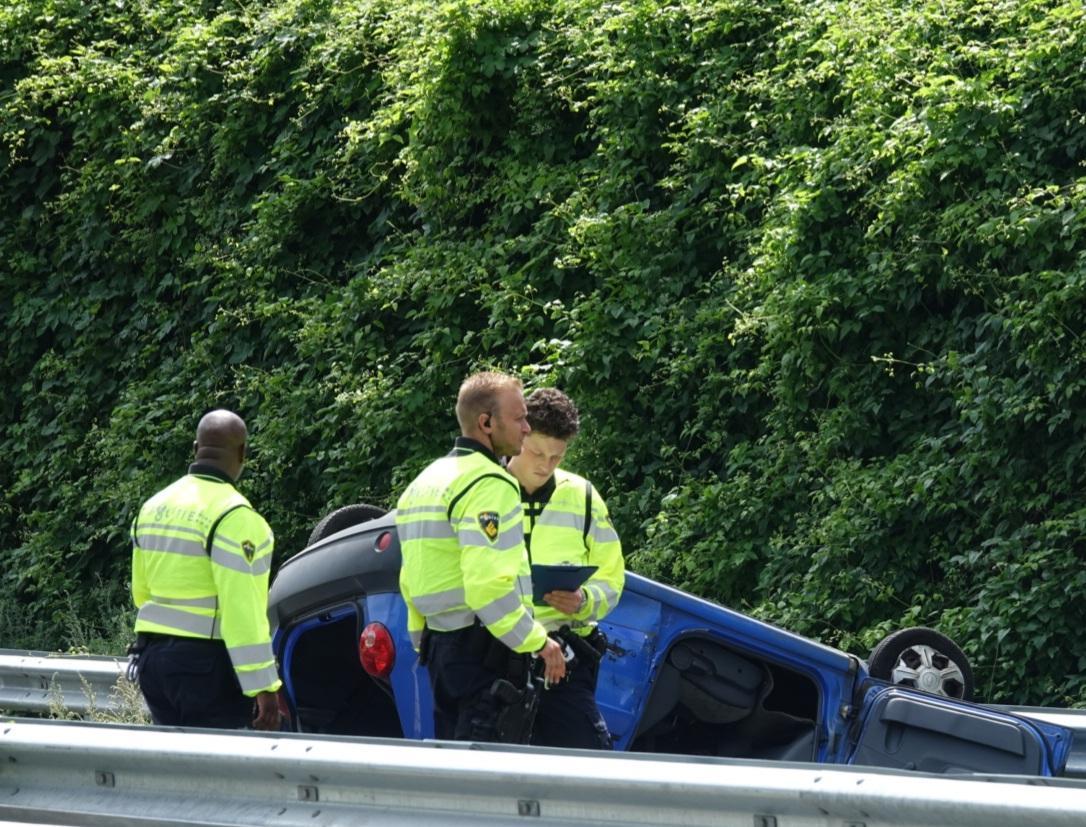 Twee gewonden bij ongeluk ter hoogte van Zaanstad, A8 richting Amsterdam afgesloten