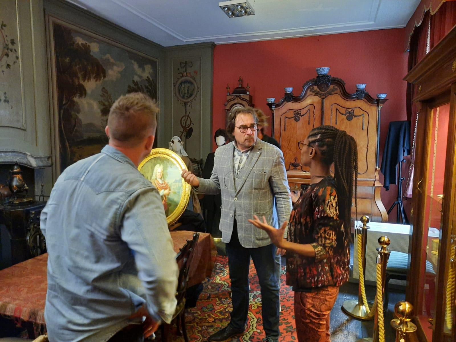 Racisme en slavernij centraal bij tv-bezoek Sylvana aan Westfries Museum