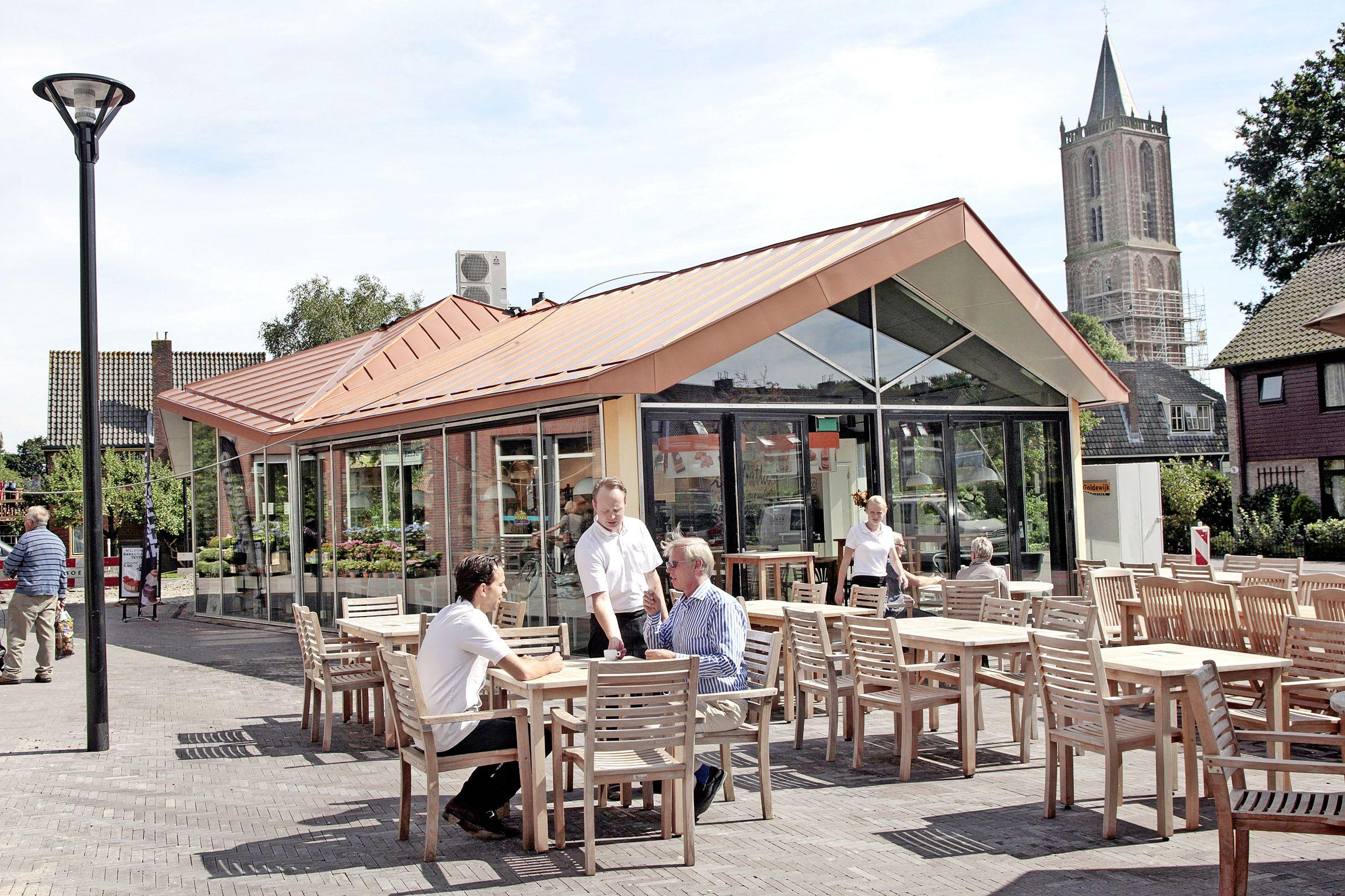 Terras bij Bakkerij Tetteroo op pleintje in Eemnes komt niet meer terug