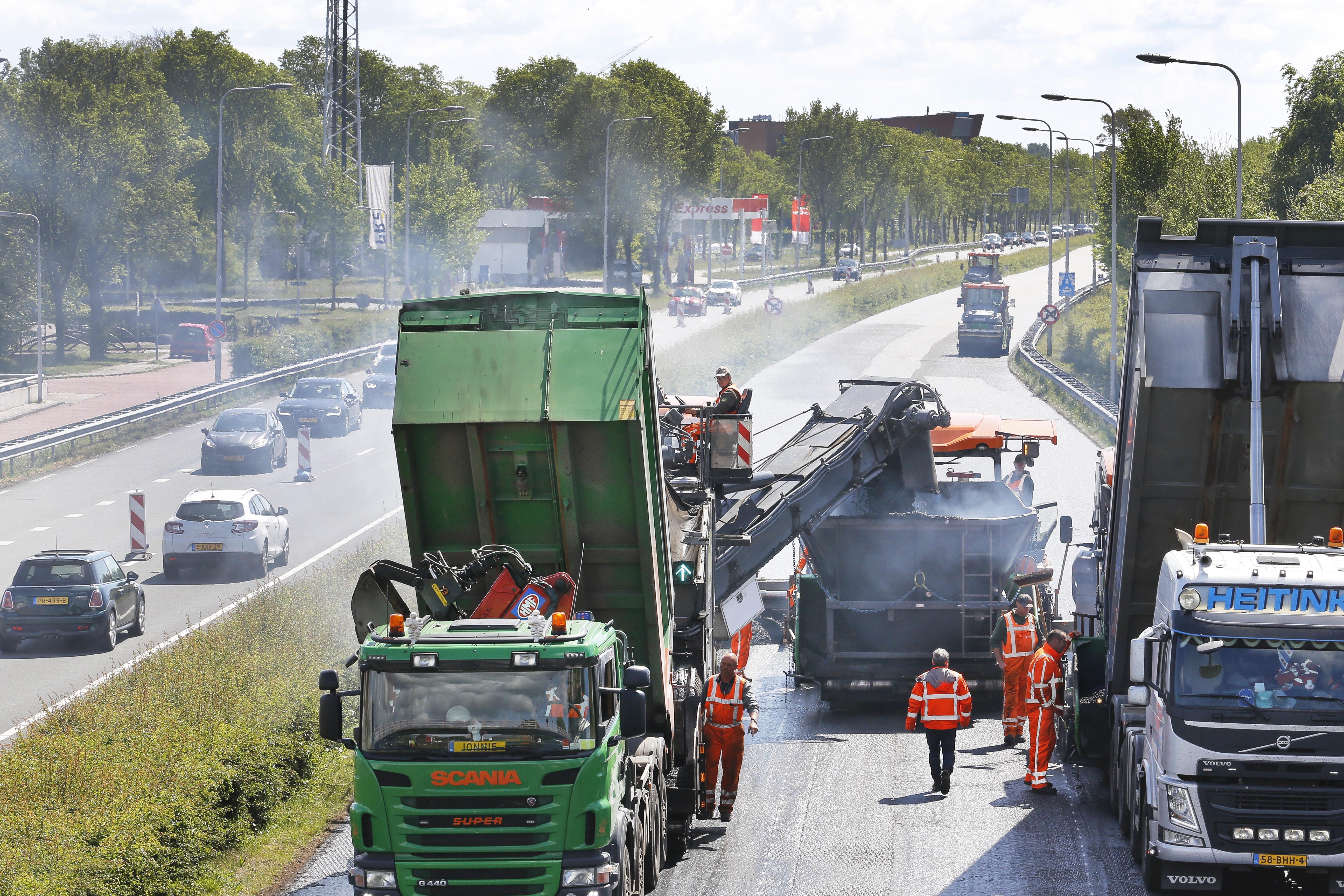 Verse asfaltlaag op weg tussen Santpoort-Noord en Haarlem