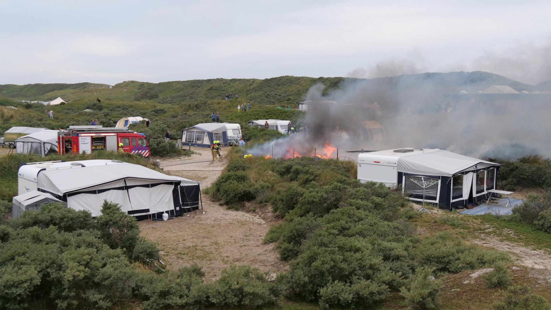 Caravan volledig in de as op camping in Texelse duinen
