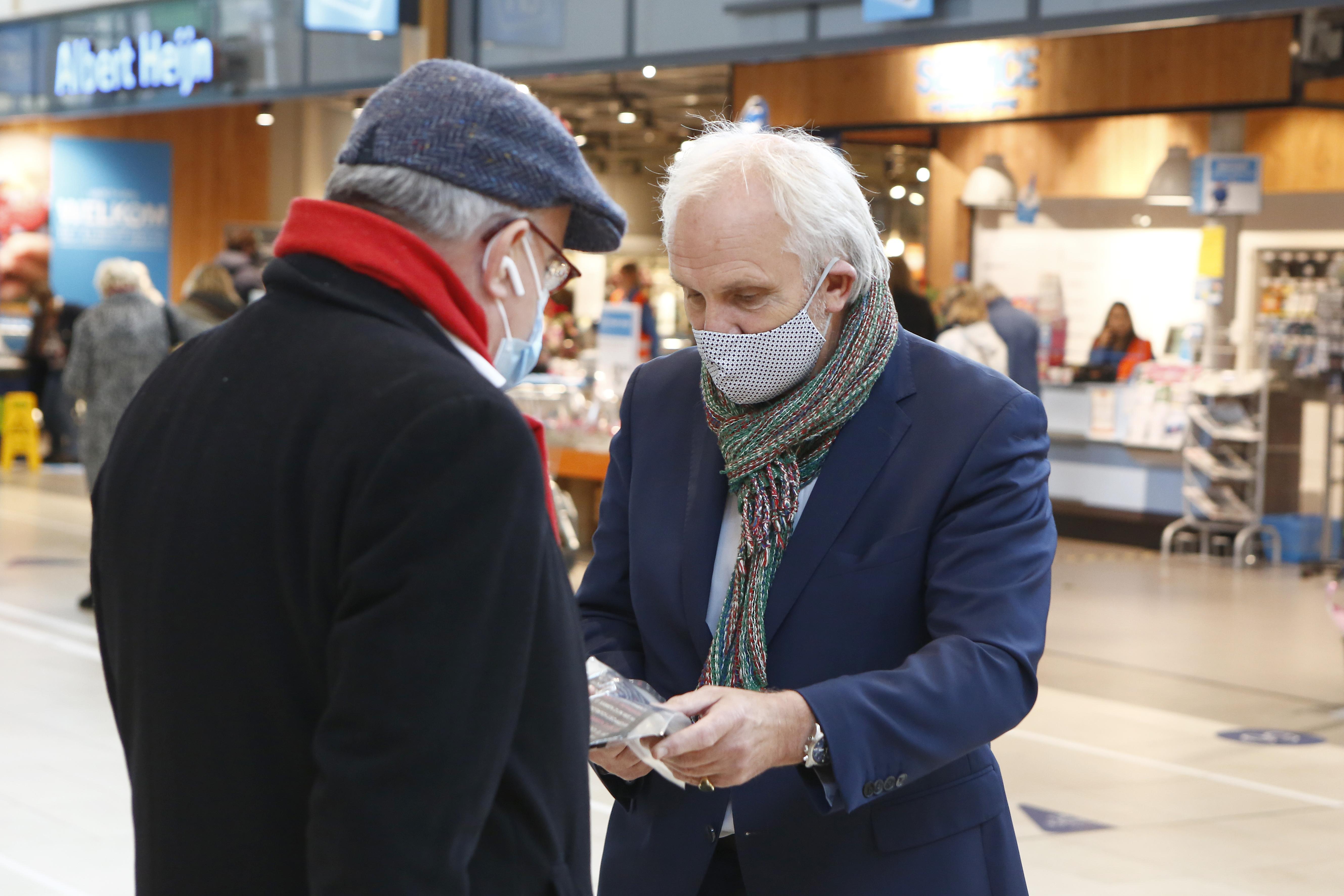 De ernstige zorgen van Hilversums burgemeester Broertjes over de tweede coronagolf in het Gooi. 'De angst komt dichterbij. Ook vrienden van mijn zoon zijn nu besmet'