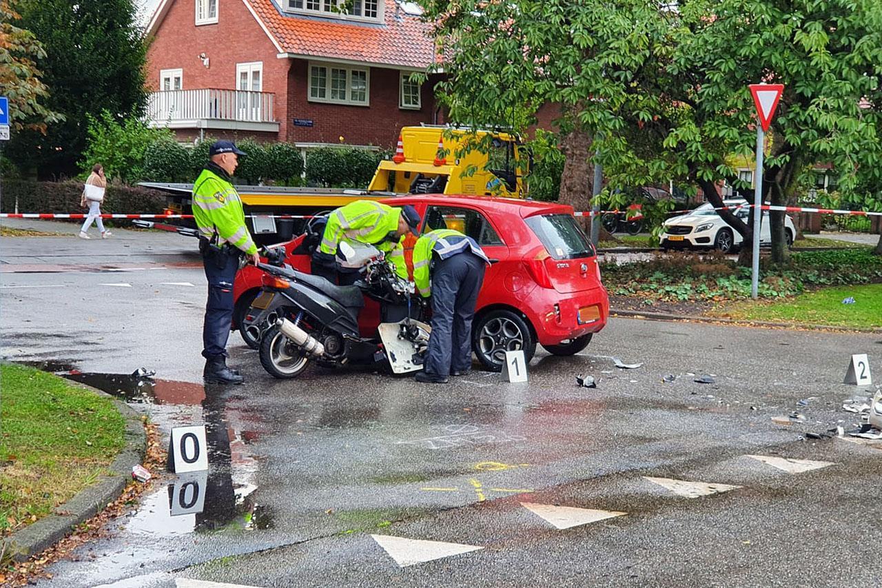 Motorrijder botst tegen auto aan in Badhoevedorp
