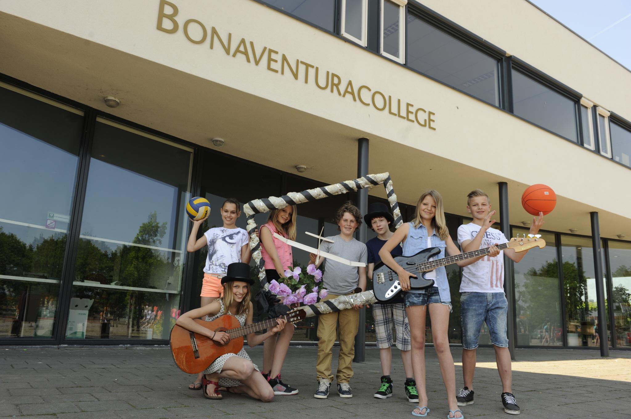 Een ding lijkt duidelijk bij de oude Bona in de Veen: er trekken nooit meer schoolkinderen in
