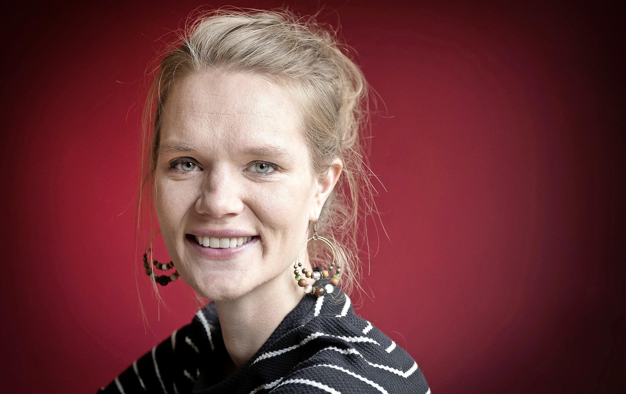 Cabaretière Anouk Kragtwijk: 'Ik heb altijd weer die dominee in me' [video]
