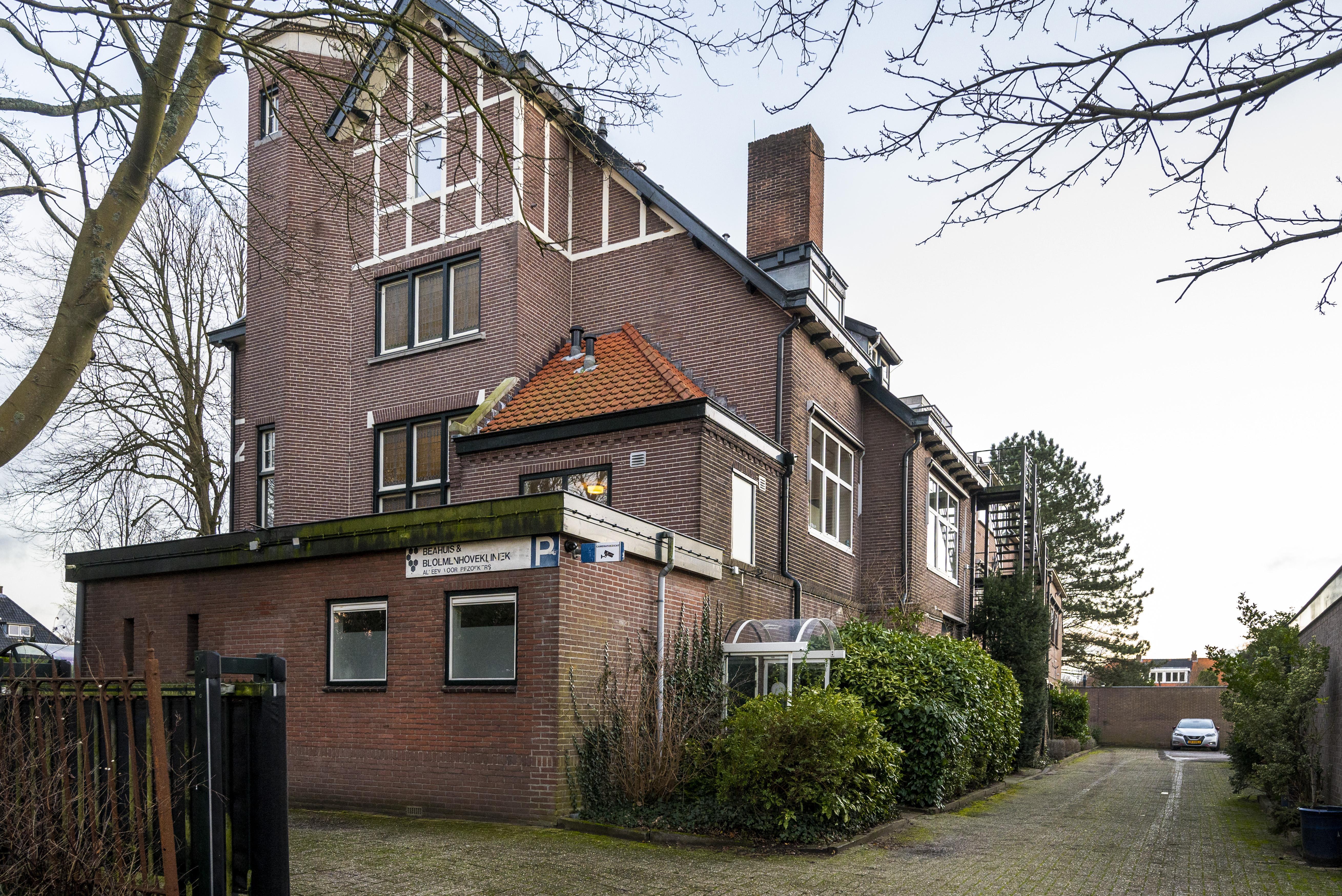 Opmerkelijke besluit van Haarlems burgemeester Wienen over abortuskliniek: eerst onderzoek met ambtenaren als lokaas voor demonstranten, uiteindelijk geen bufferzone