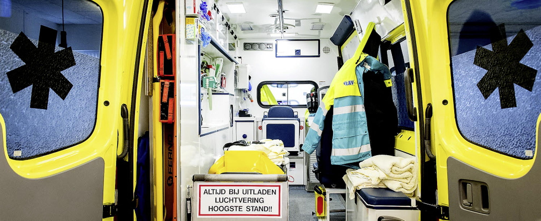 Schelden, slaan, met vuurwerk bekogelen, intimidatie en zelfs gijzeling. Geweld tegen ambulance- en brandweermensen in Noord-Holland Noord neemt toe. 'We accepteren geen agressie'