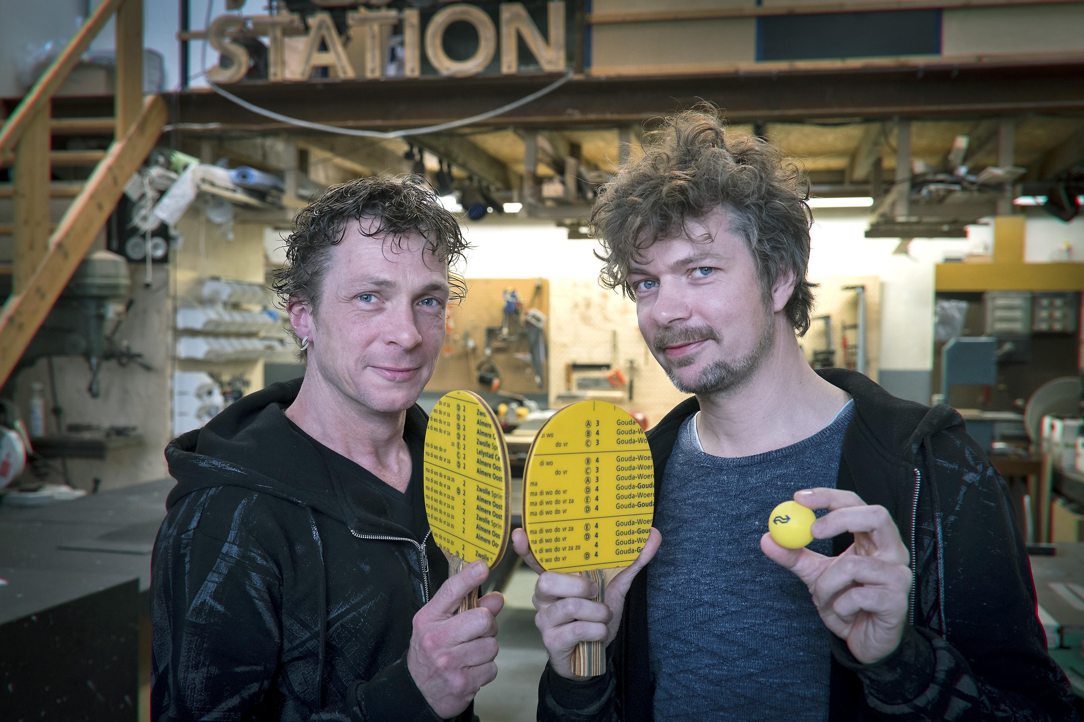 Haarlemse broers maken pingpongtafel van treinvloeren