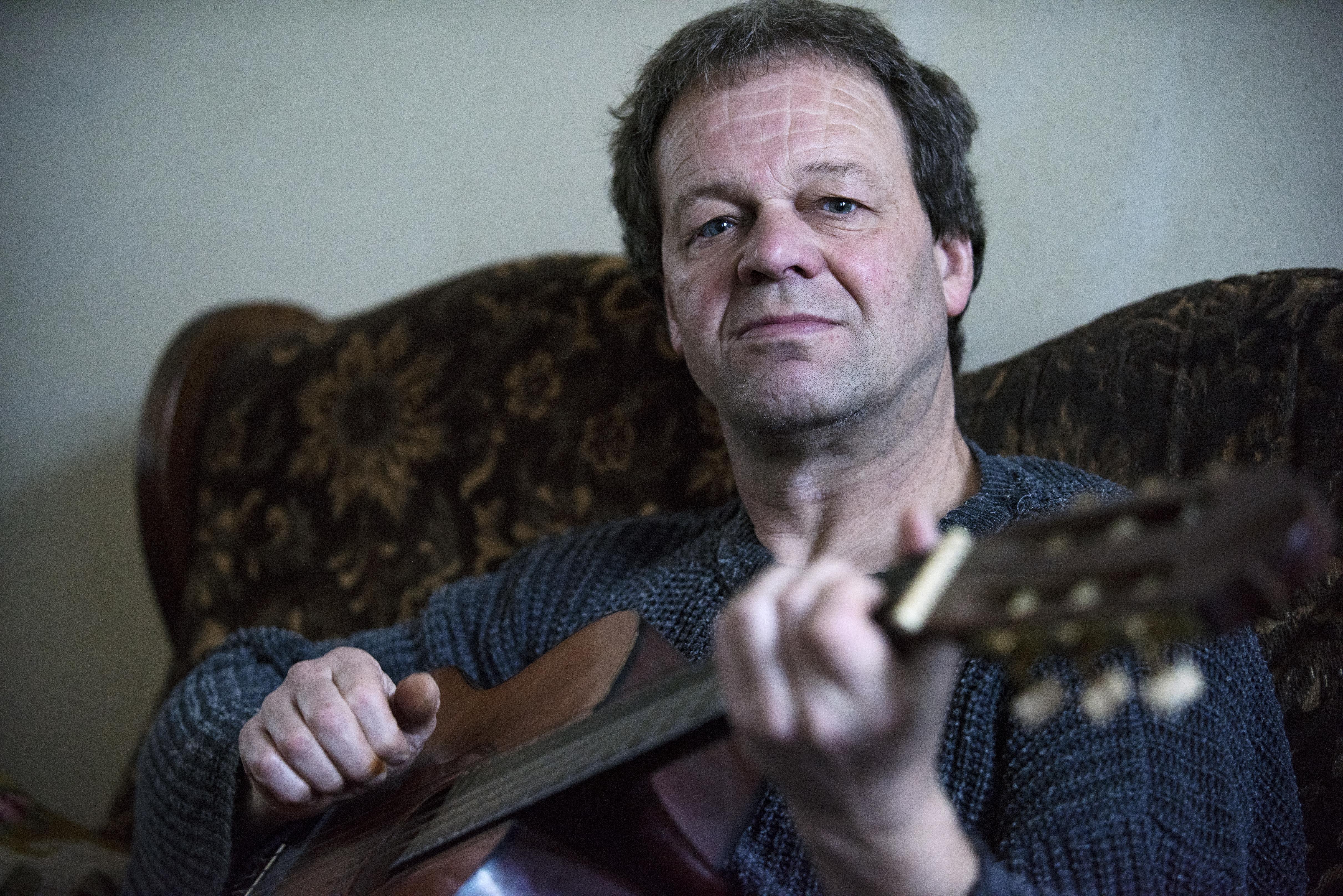 Jos van der Meij geeft belangeloos muziekles aan mensen met psychische problemen: 'Ik begrijp ze, muziek maakt iets in mensen los'