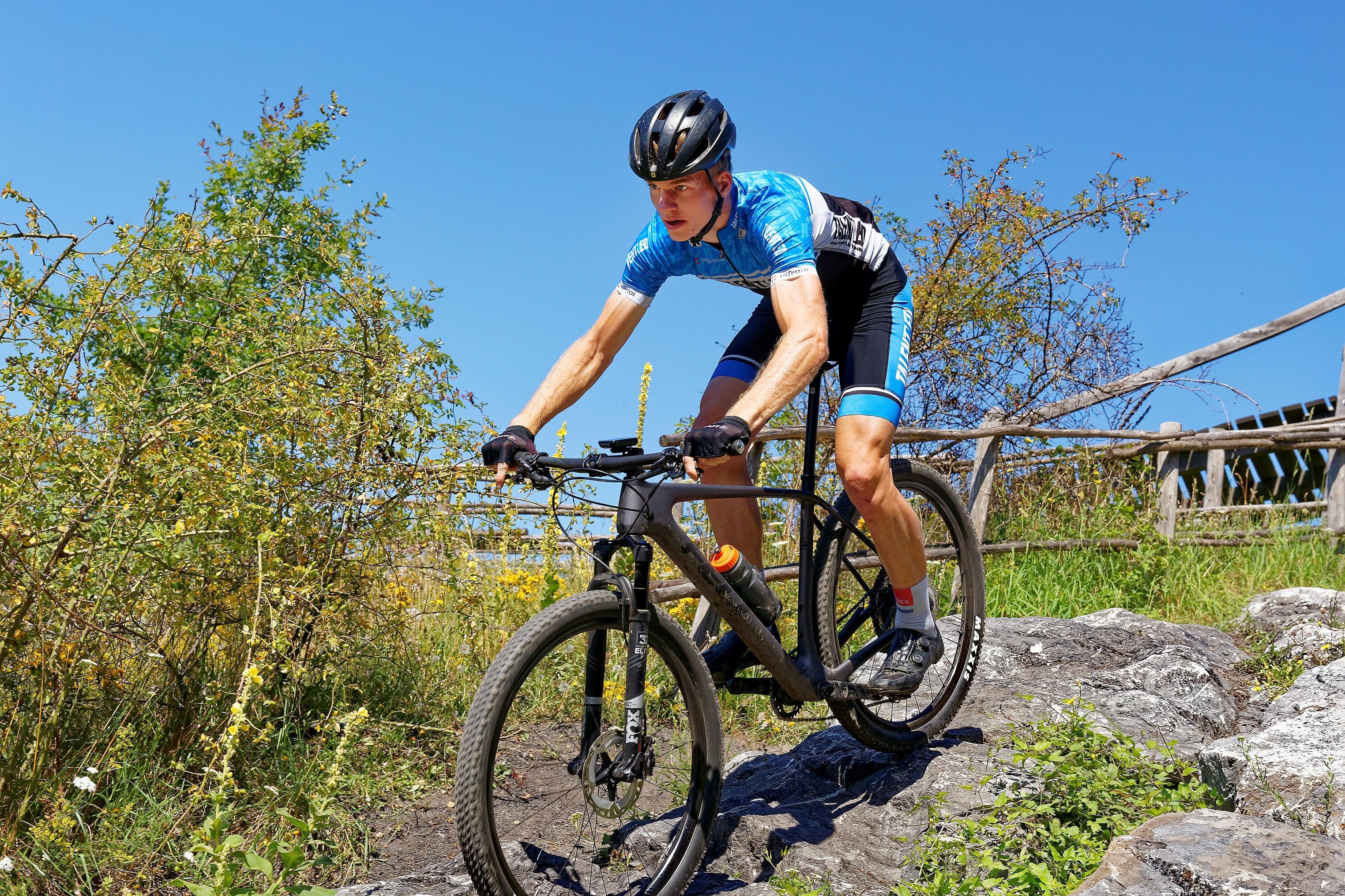 Mountainbiker Niek Hoornsman ontdekt ook zijn internationale grenzen