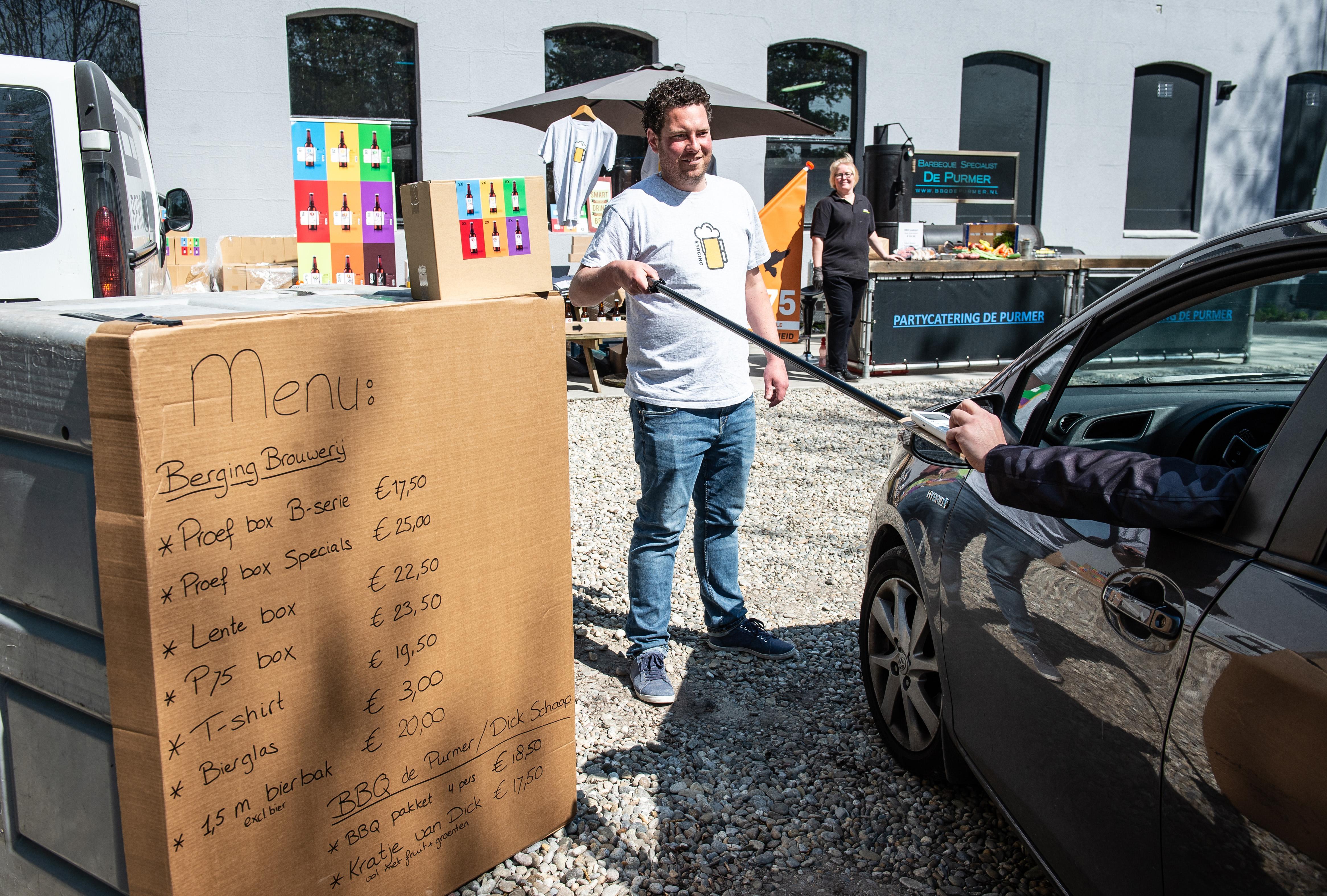Berging verkoopt haar Purmerendse bevrijdingsbier en denkt vooruit: 'We zouden er een drivethru-foodmarkt van moeten maken'