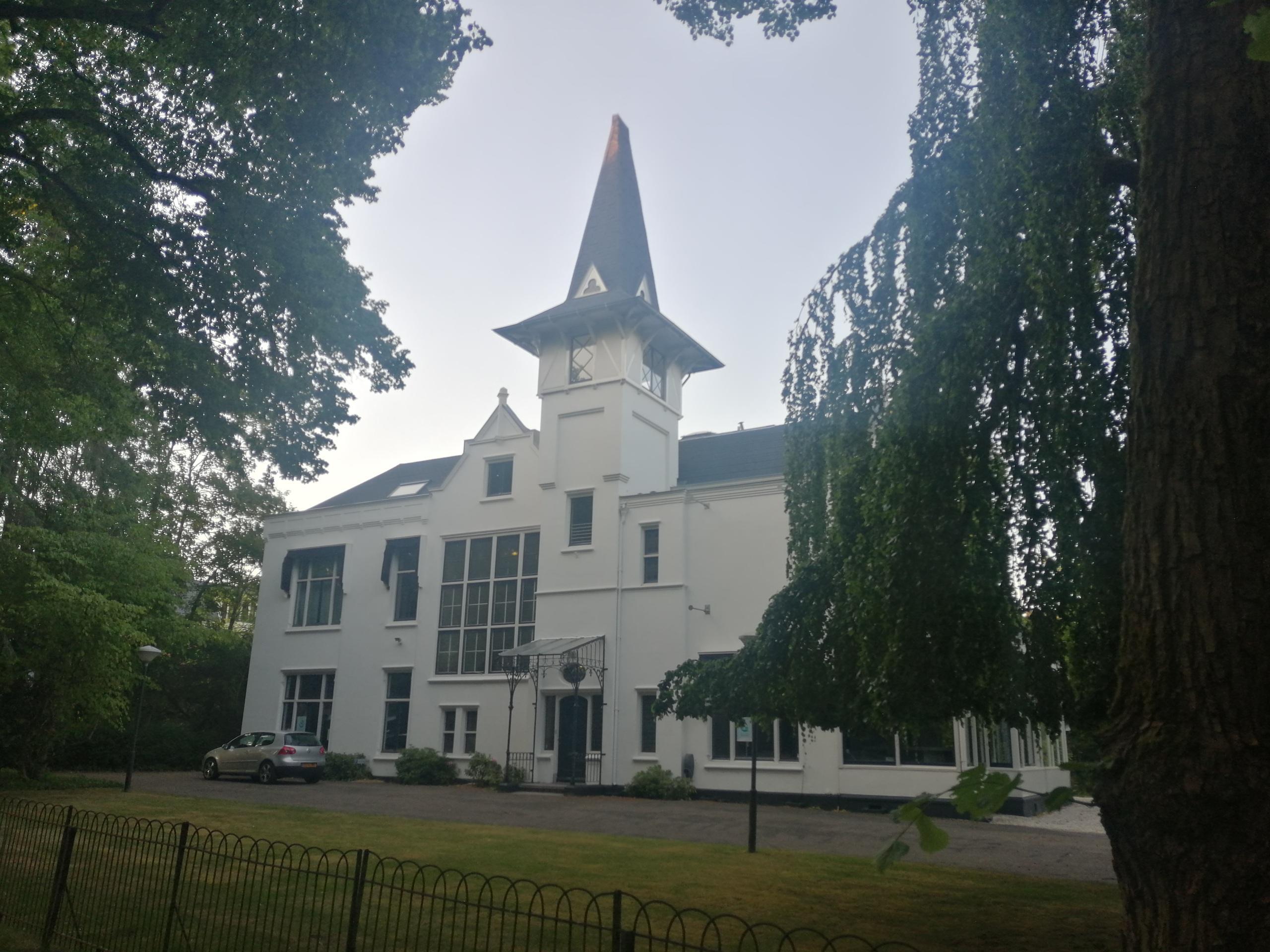Baarnse kantoorvilla Medan (1886) wordt mogelijk weer een woonhuis: een villa met een verleden