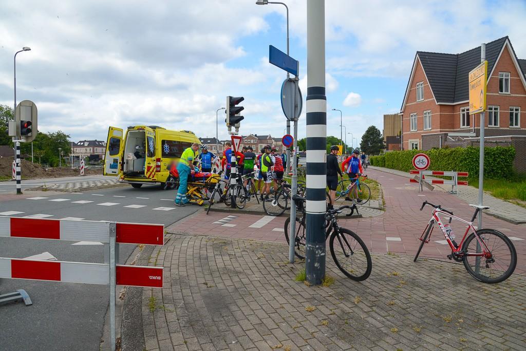 Wielrenner door auto geschept in Heemskerk, derde ongeluk op kruispunt in week tijd