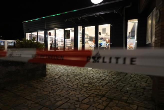 Eigenares cafetaria Heerhugowaard nuchter na alweer de derde overval. 'Er valt hier niet veel te halen. Ja, frikandellen en kroketten'