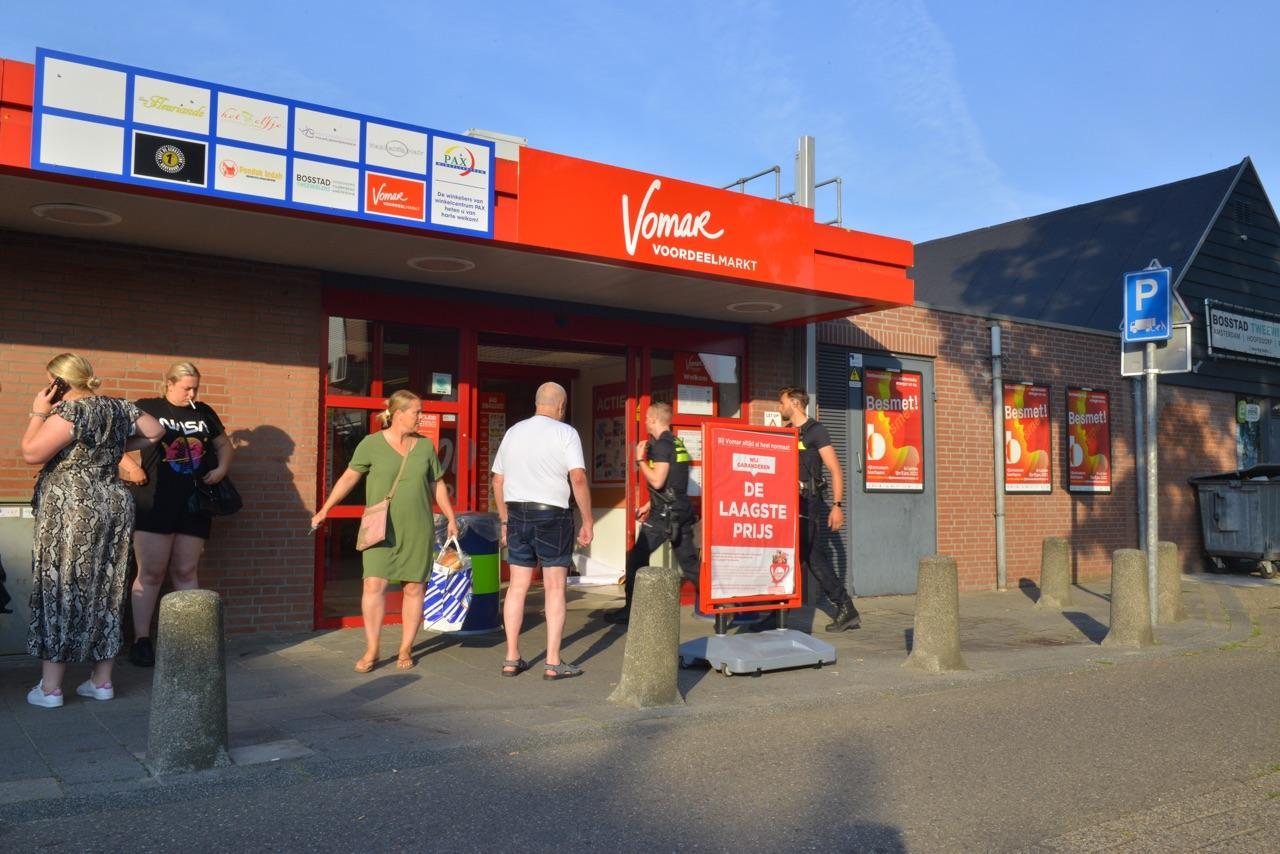 Vomar in winkelcentrum Pax in Hoofddorp overvallen; meerdere verdachten opgepakt