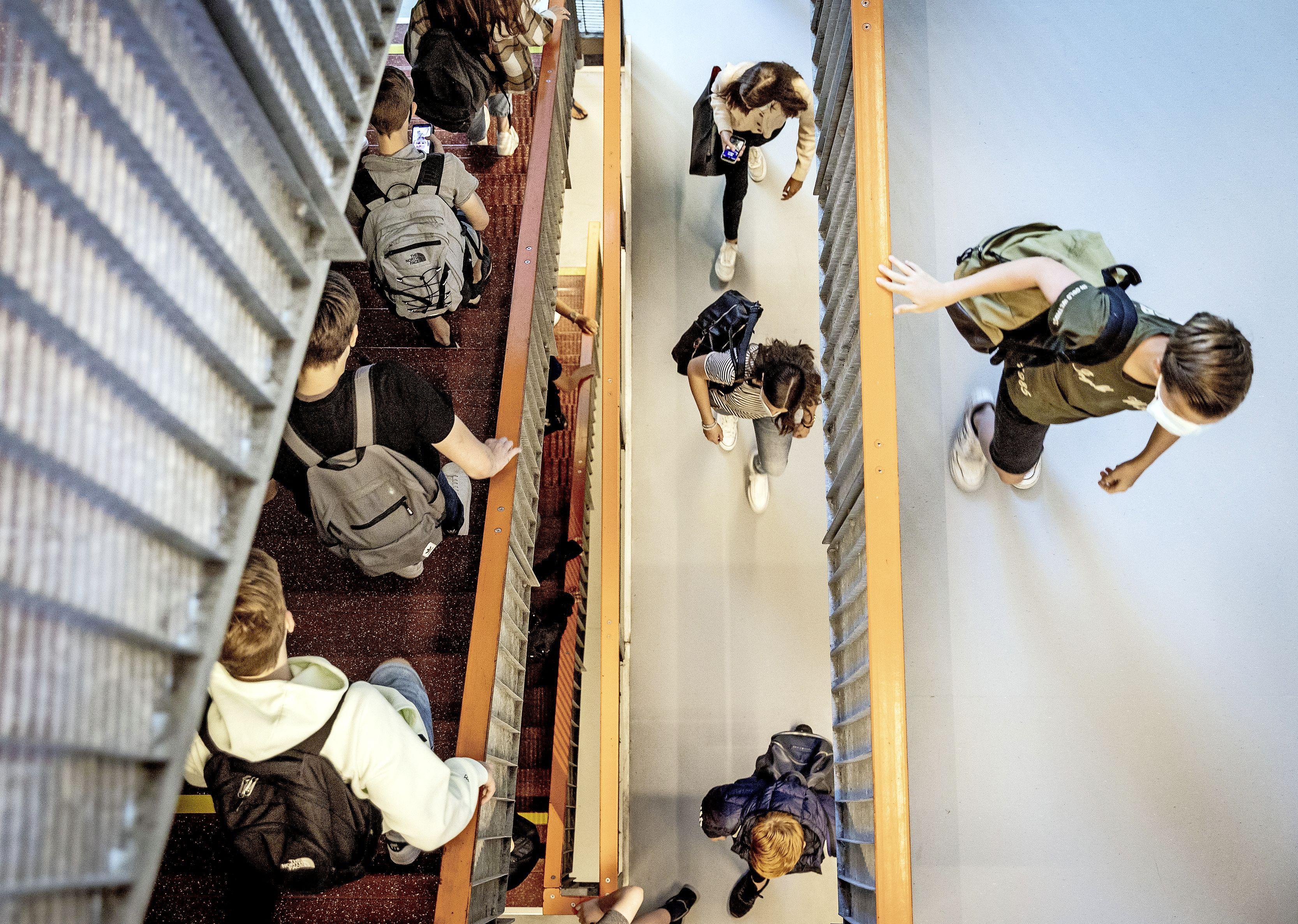 Onderzoek: leerlingen met coronaklachten gaan toch naar school