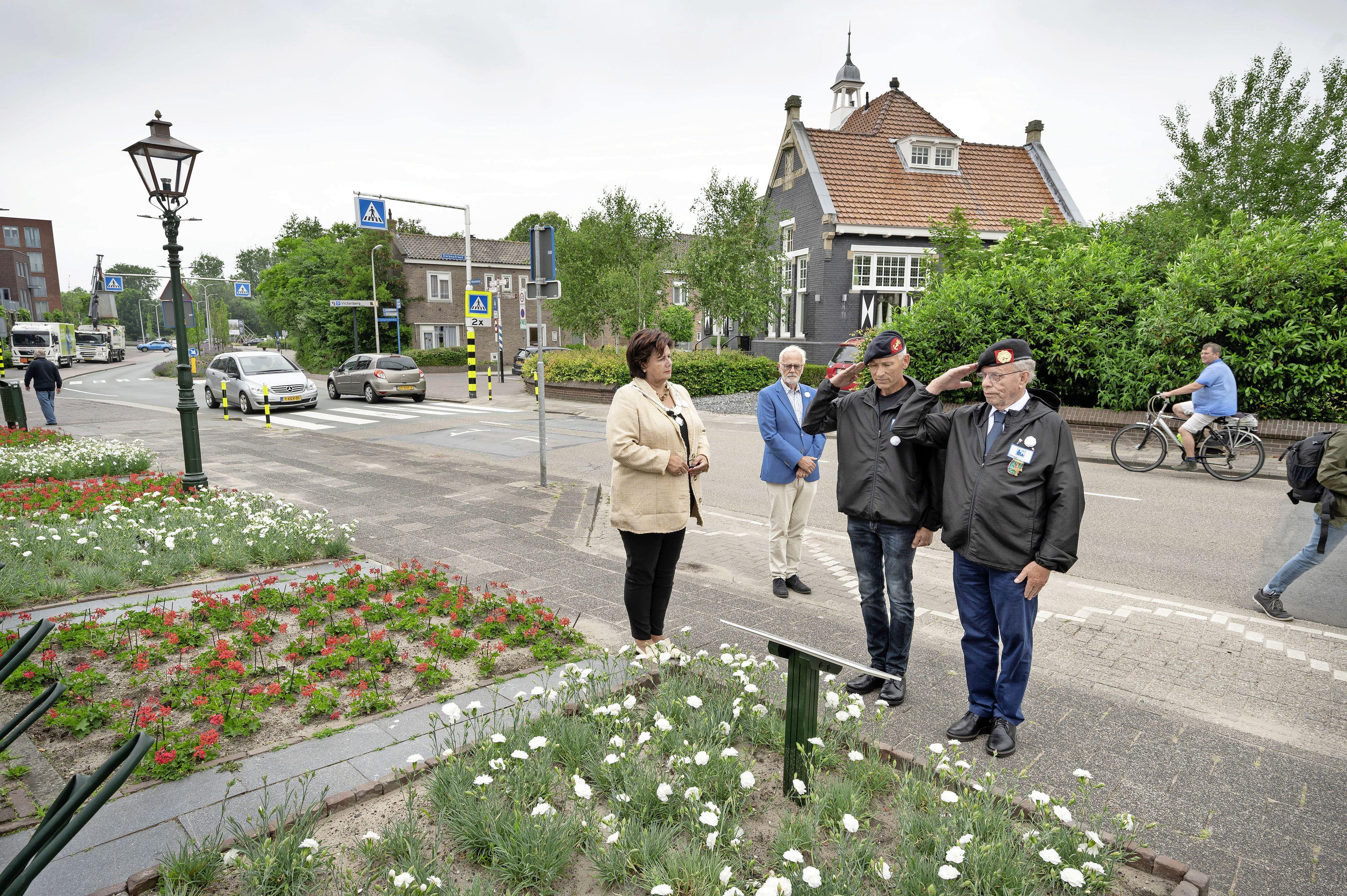 Witte Anjer Perkje voor veteranen in Noordwijkerhout onthuld