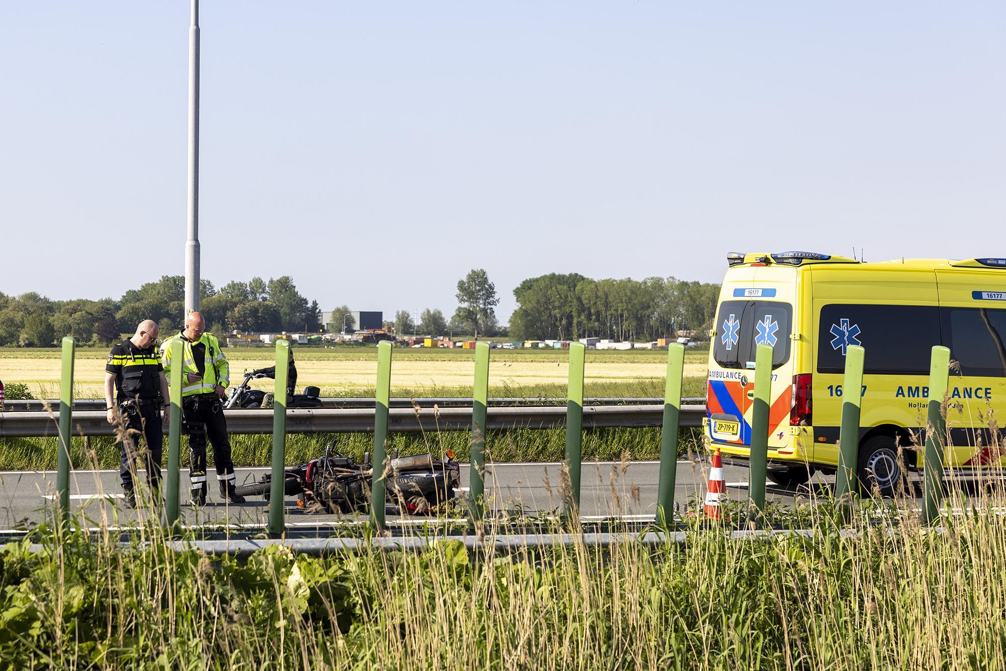 Motorrijder ernstig gewond bij ongeluk in Vijfhuizen, file vanaf Haarlem