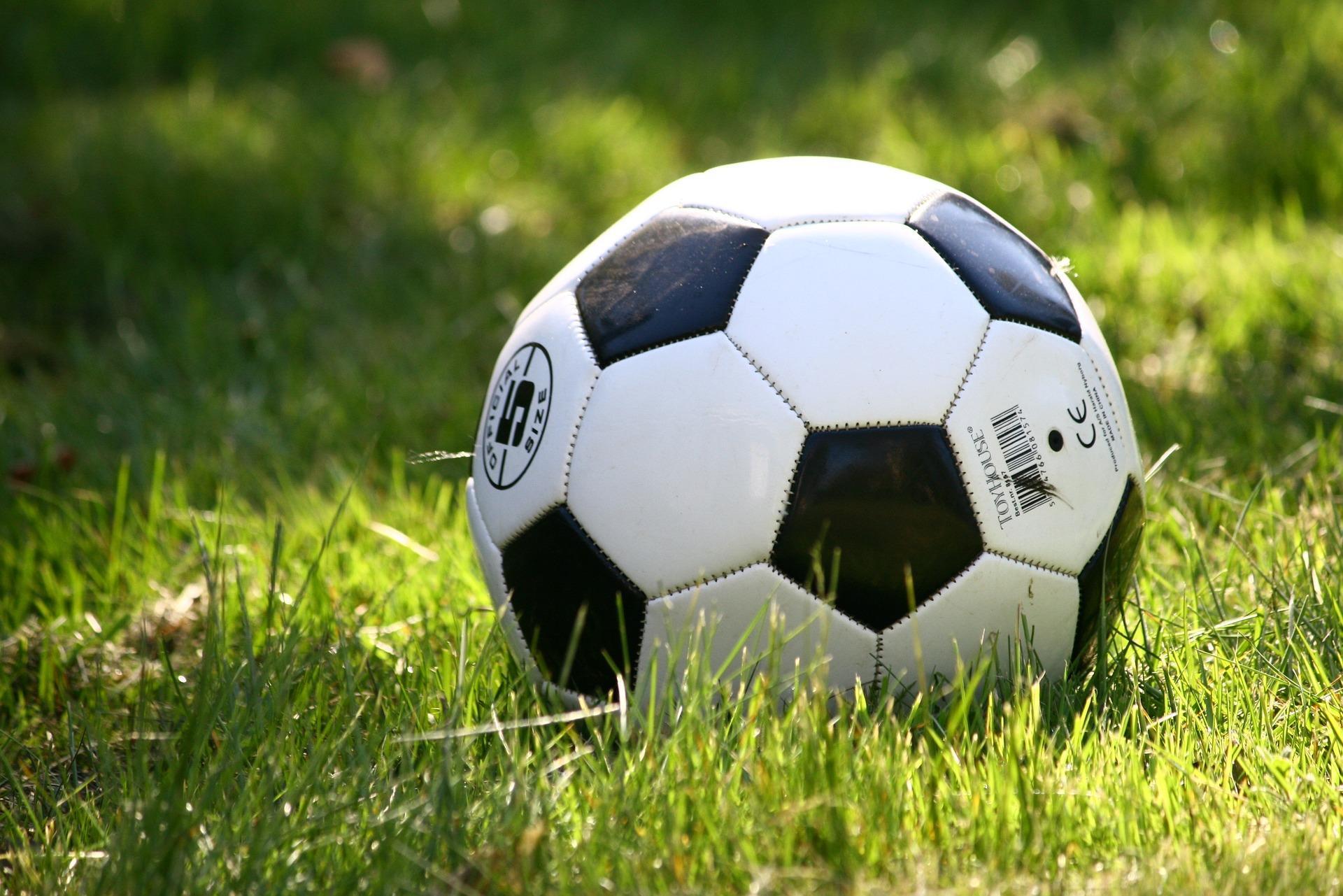 Betaald voetbal kan seizoen niet afmaken
