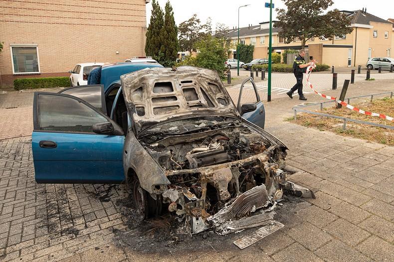 Auto vermoedelijk in brand gestoken in Bunschoten-Spakenburg